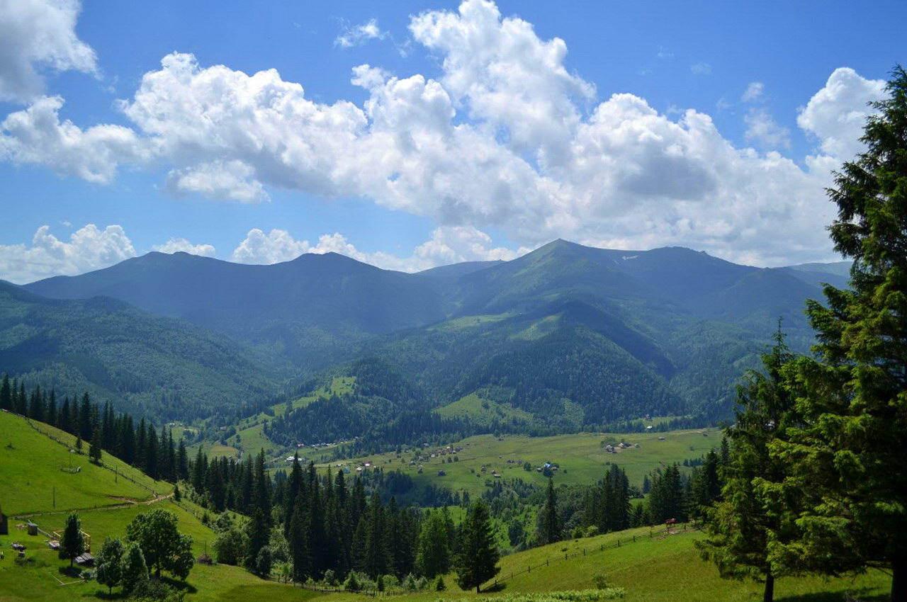 Село Дземброня, Карпати