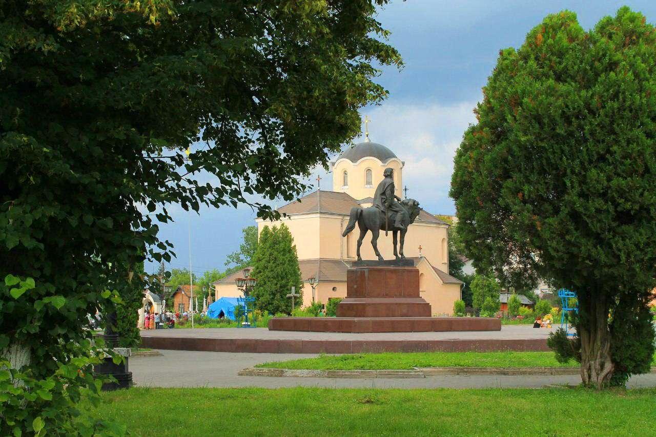 Місто Галич, пам'ятник королю Данилу Галицькому