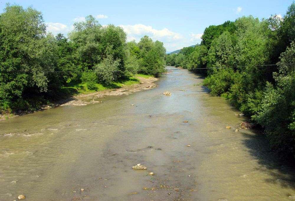 пгт Яблунов, река Лючка
