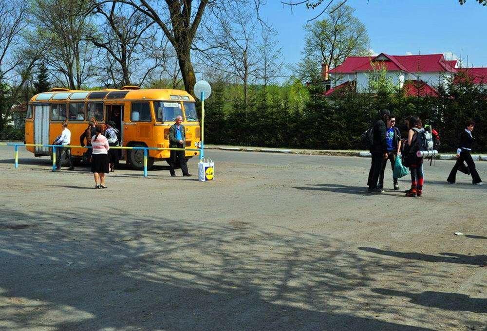Автостанція в смт Яблунів