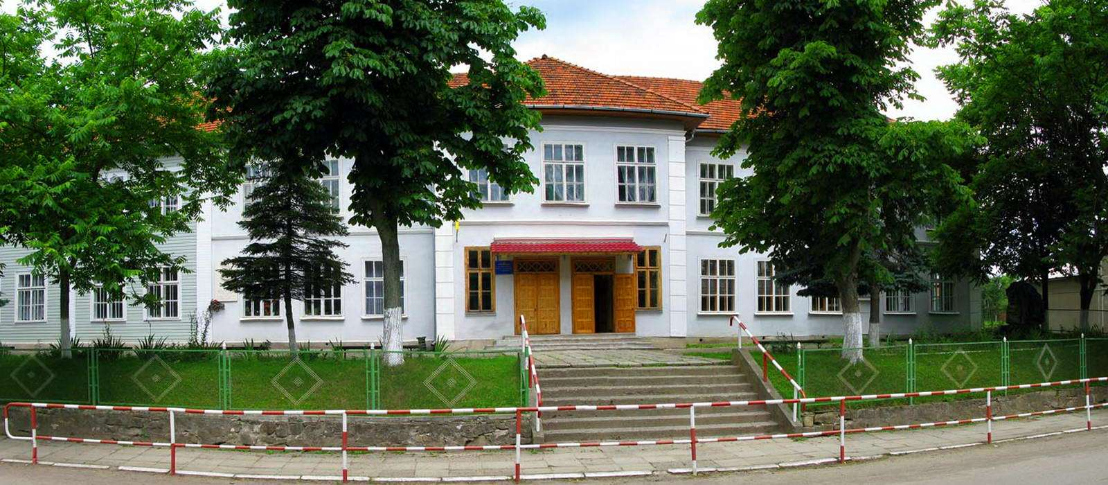 Косівщина, школа в смт Яблунів