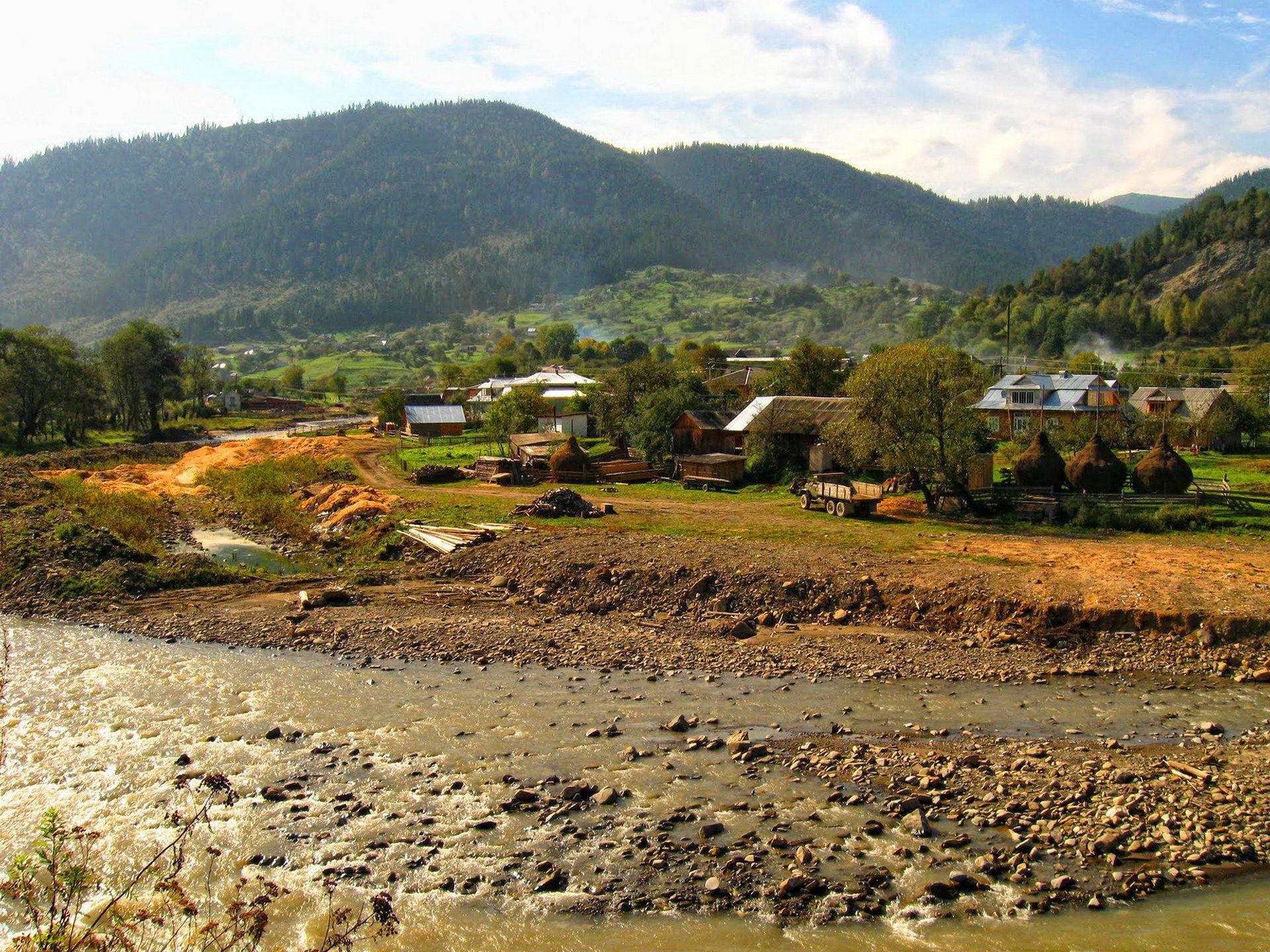 Яблуниця - туристичне село в Карпатах