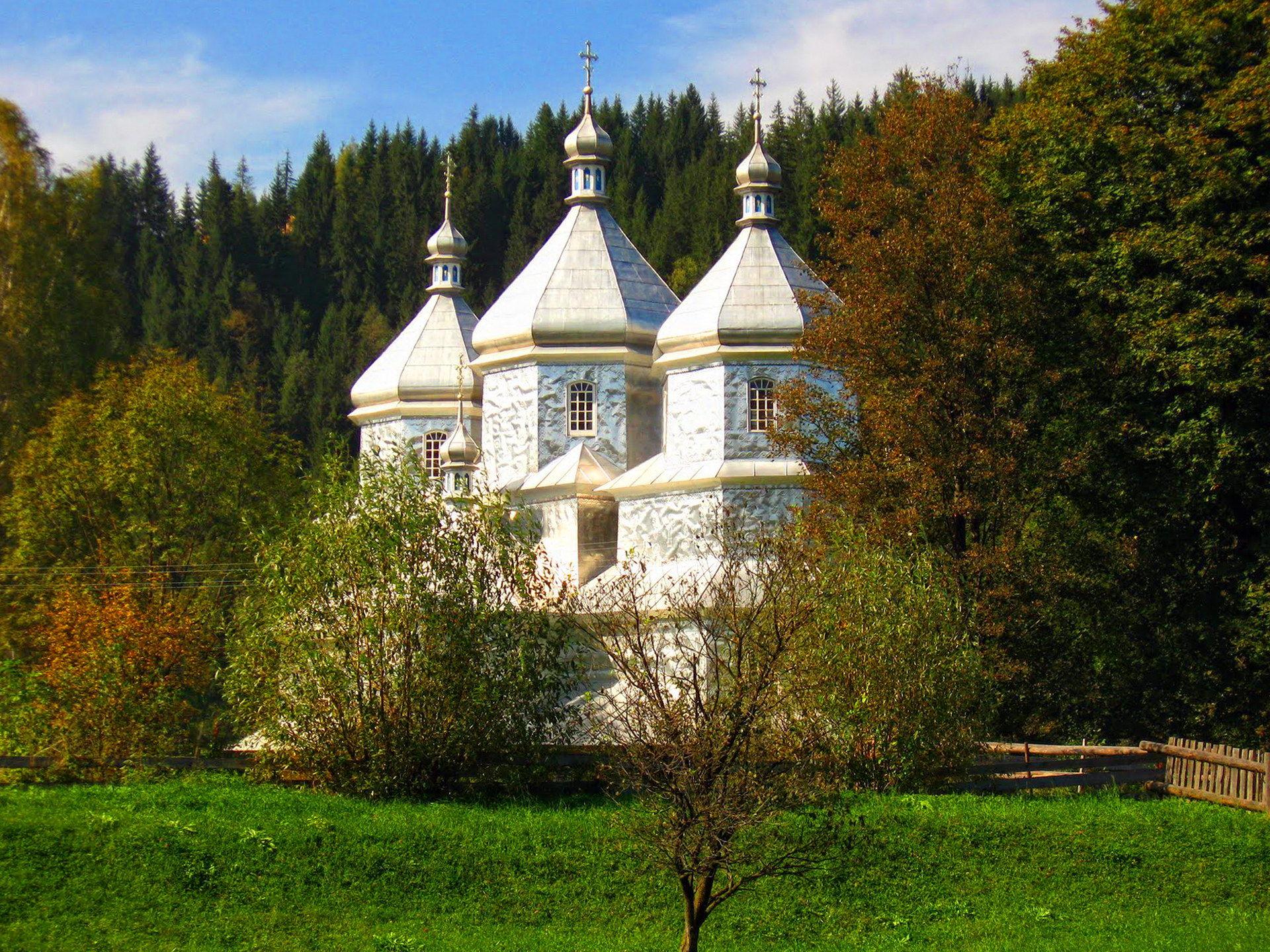 Туристичне село в Карпатах - Яблуниця