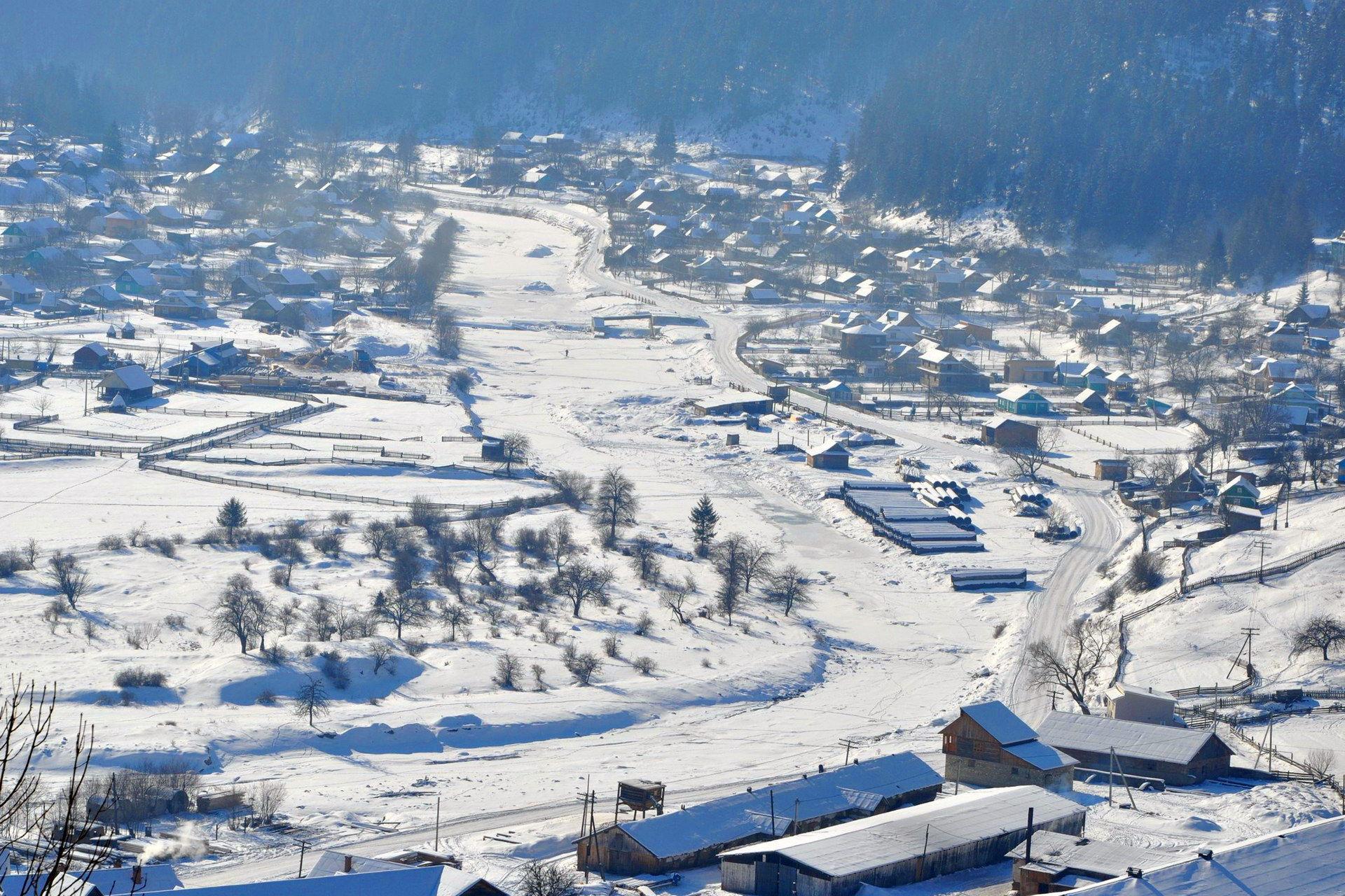 Село Яблуниця у Верховинському районі