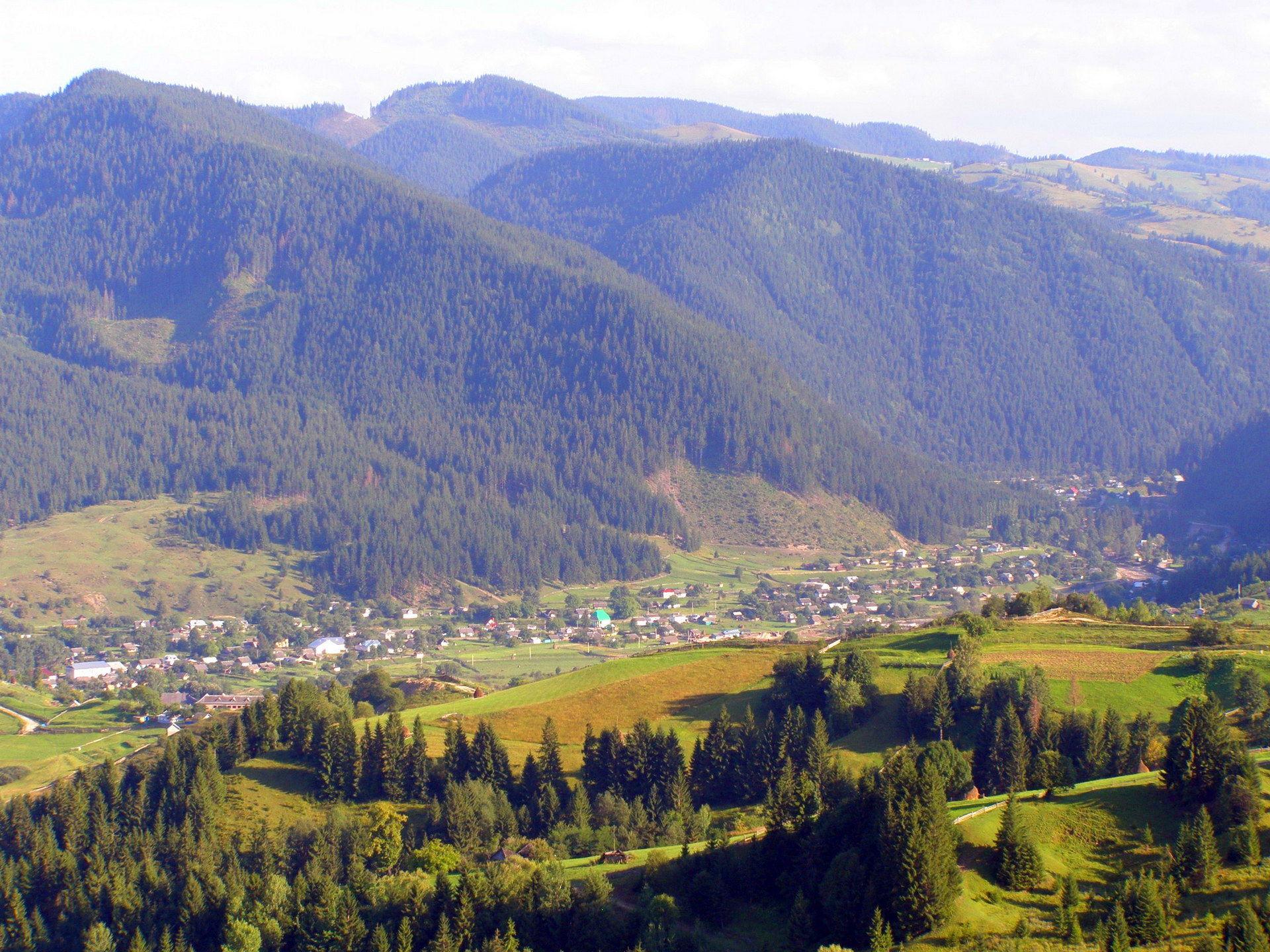 Верховинський район, карпатське село Яблуниця