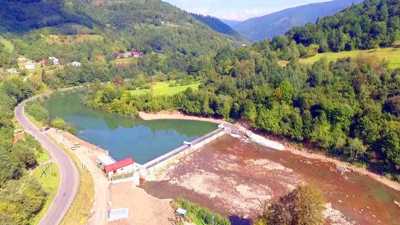 Туристичне гірське село Яблуниця, (Верховинський район)