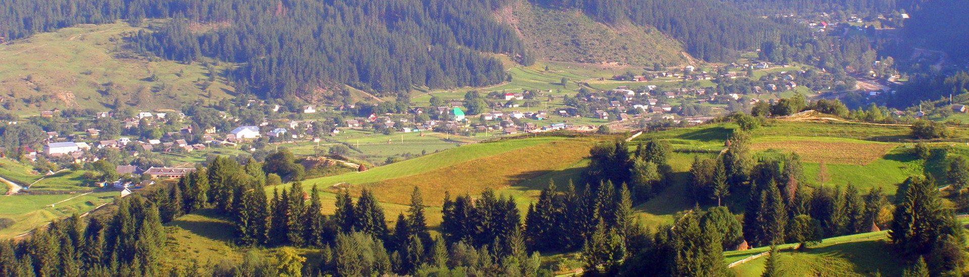Верховинський район, панорама села Яблуниця