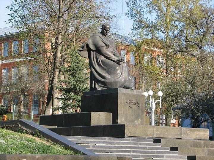 м. Калуш, пам'ятник Т. Шевченкові