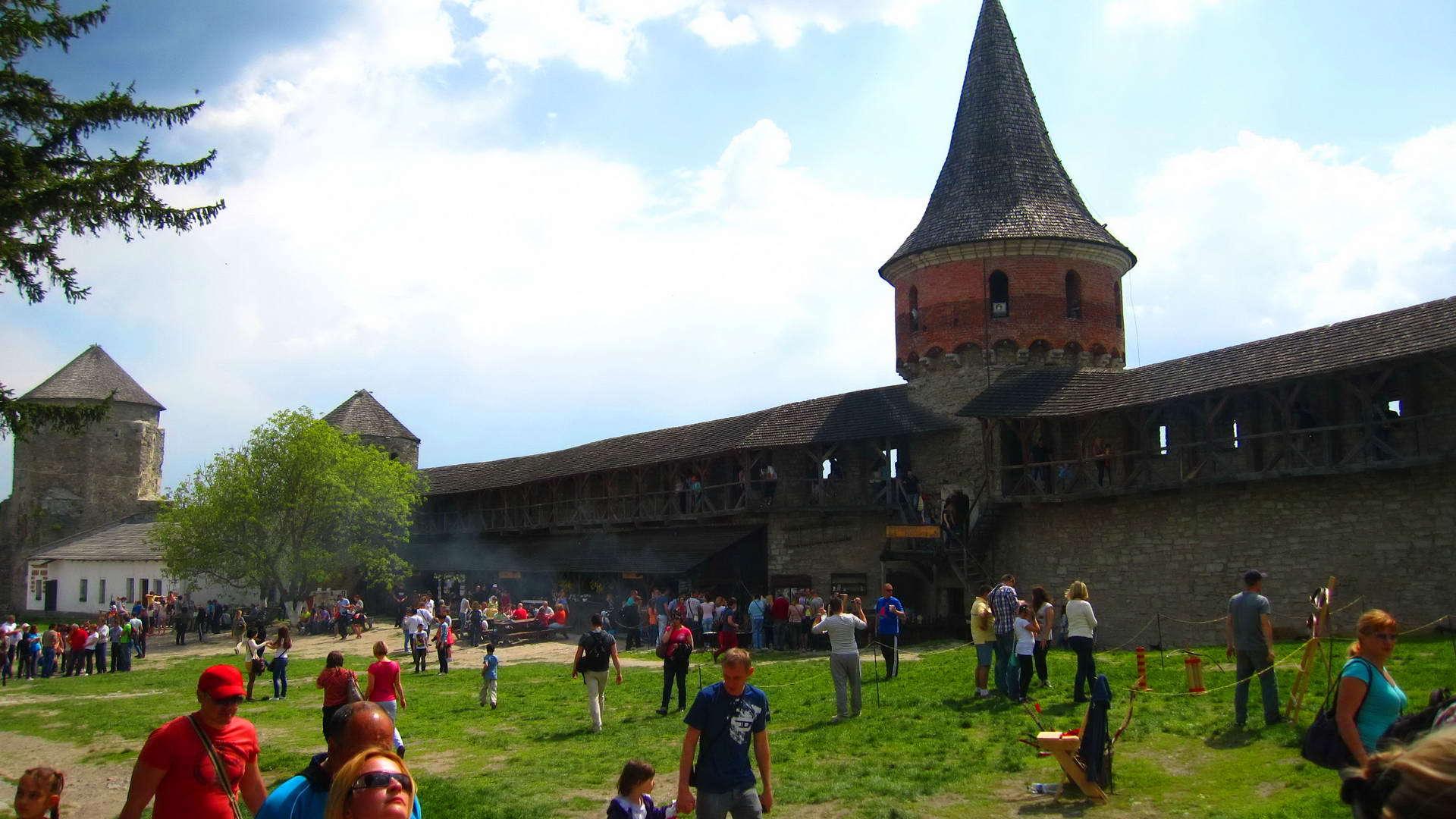 Внутрішній двір в Кам'янець-Подільському замку
