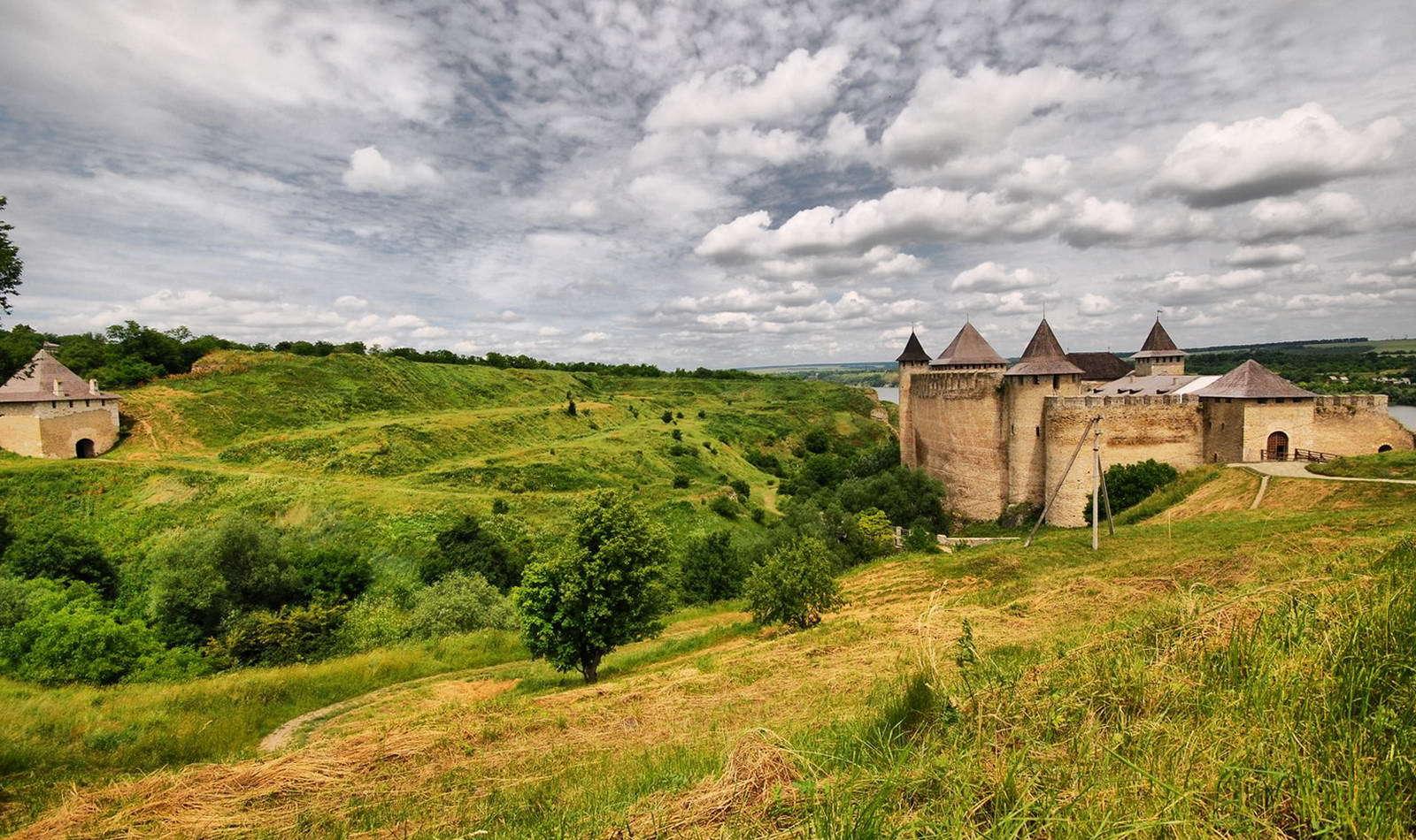 Замок в Хотині