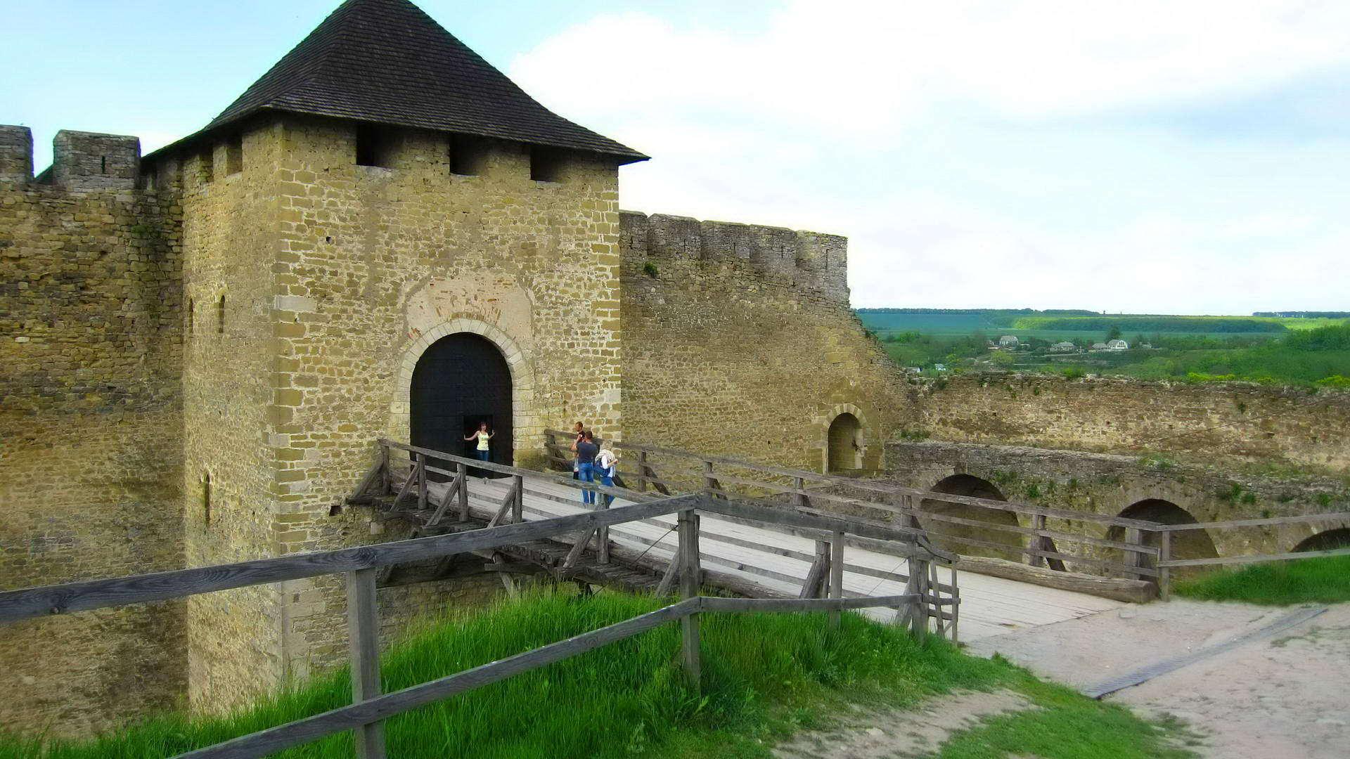 Хотинська фортеця, В'їзна (Надбрамна) вежа