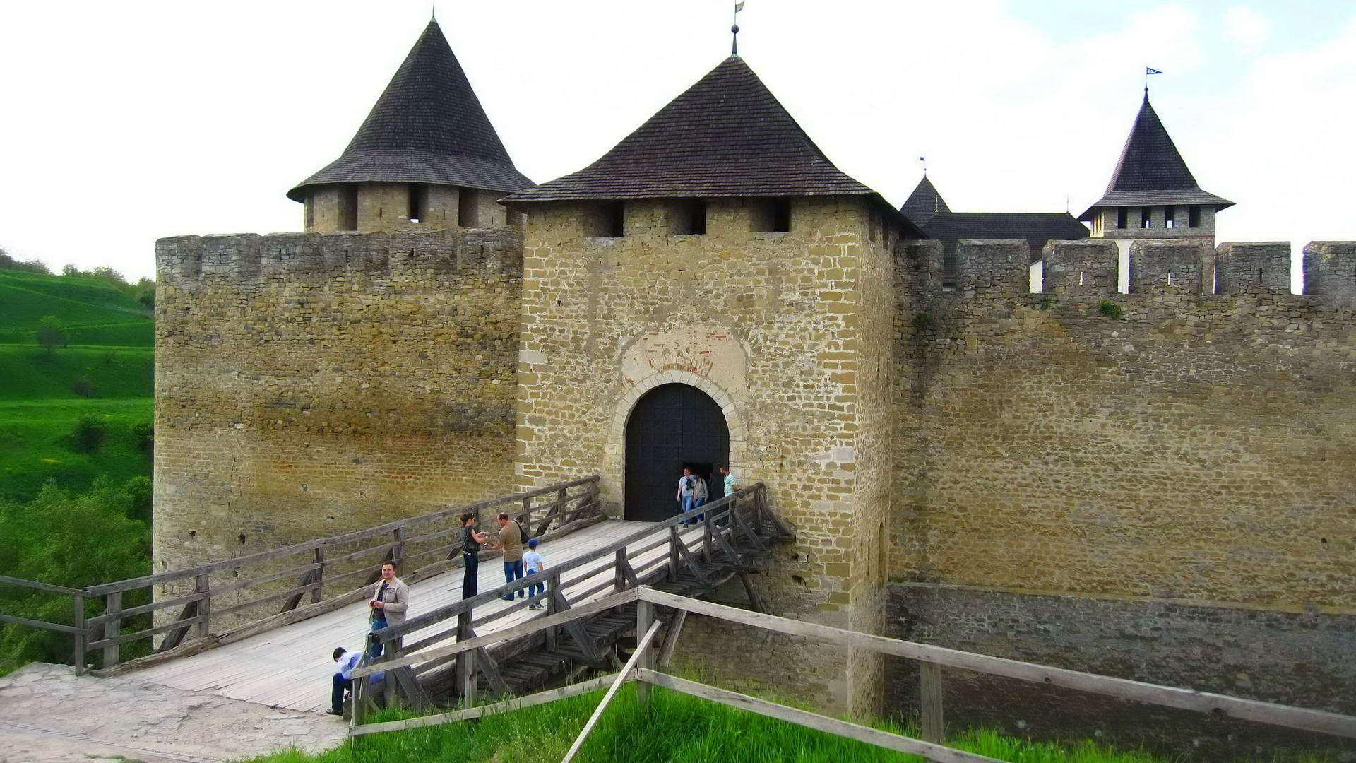 Хотинська фортеця, в'їзний міст