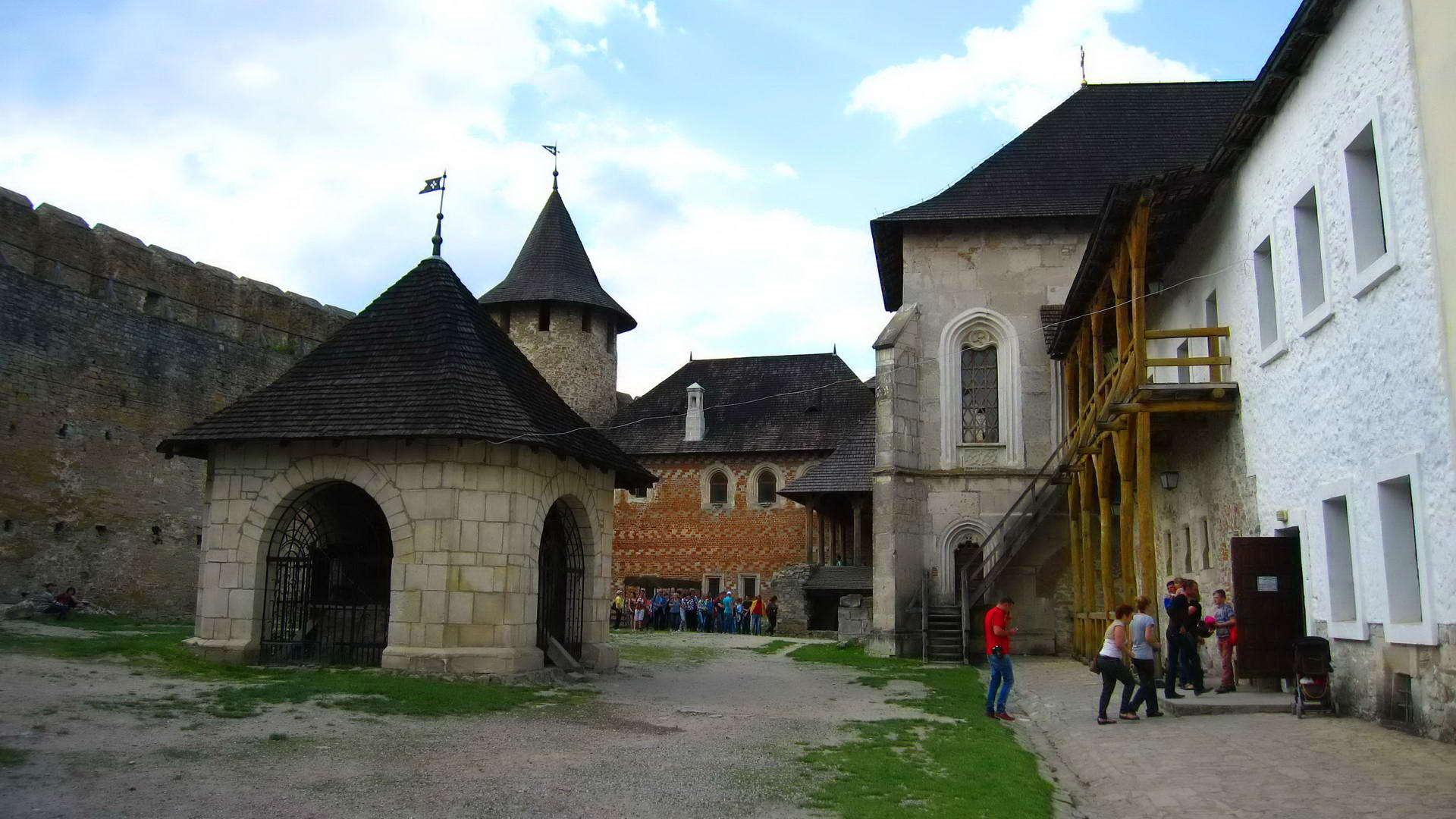 Хотинська фортеця, внутрішній двір