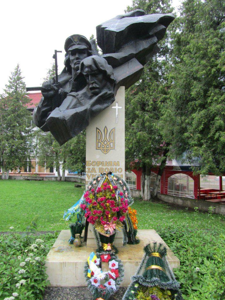 Памятник борцам за волю в г. Косов
