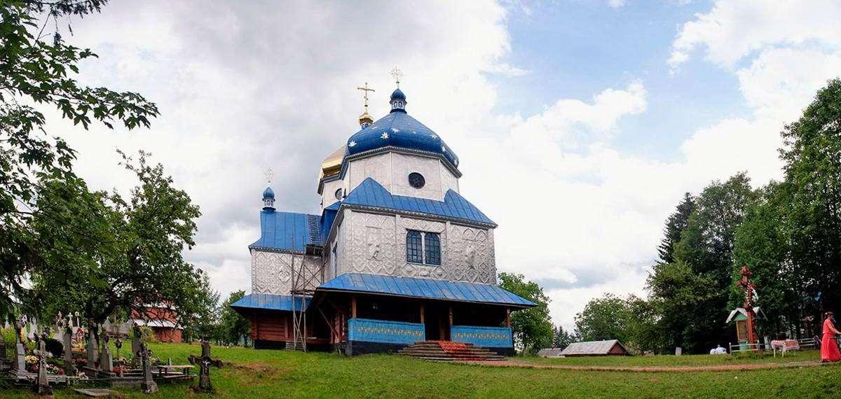 Мальовниче село Космач на Прикарпатті