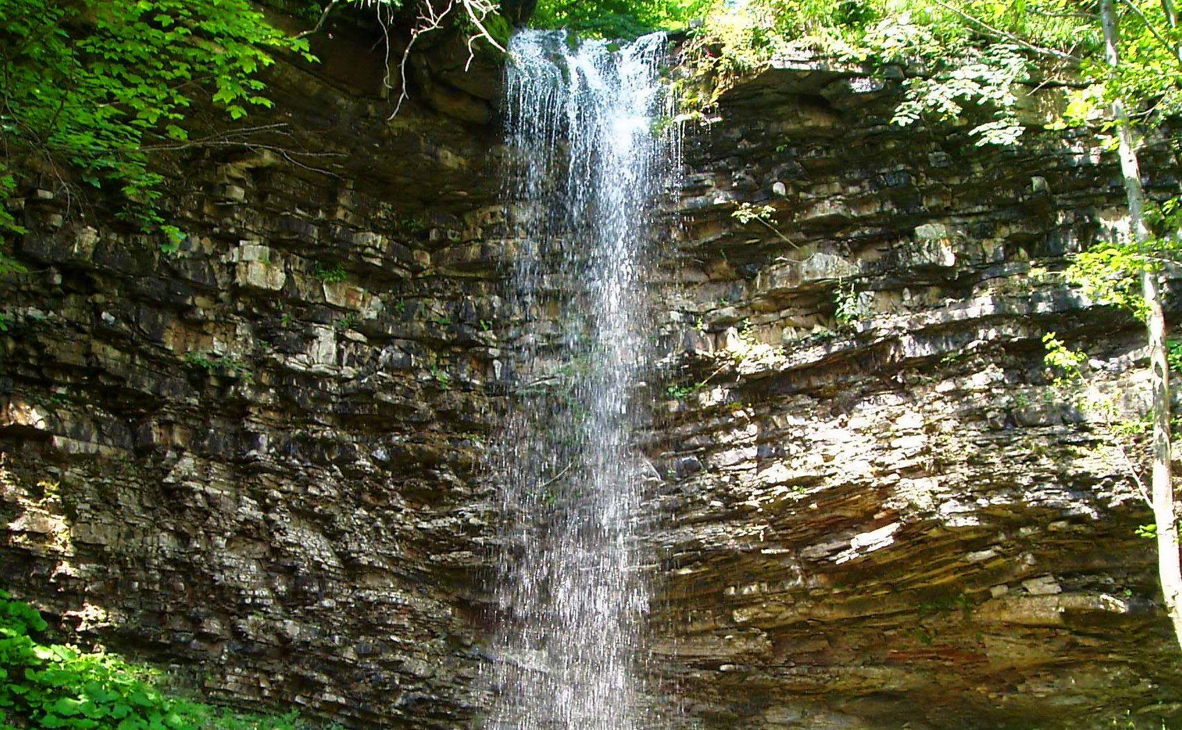 Крапельковий водоспад в Карпатах