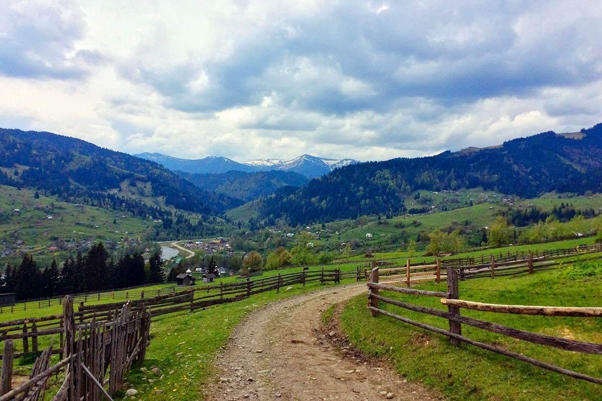 Село Красник - гірський населений пункт в Карпатах