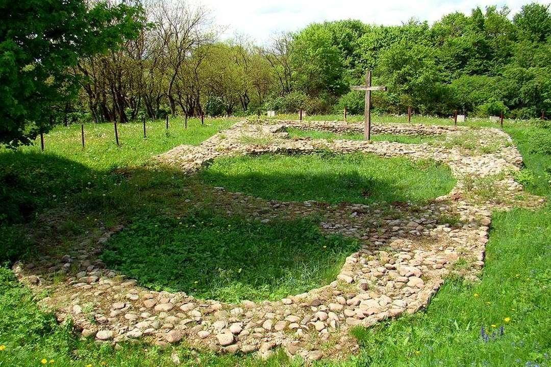 Галицький район, фундамент церкви пророка Іллі в с. Крилосі