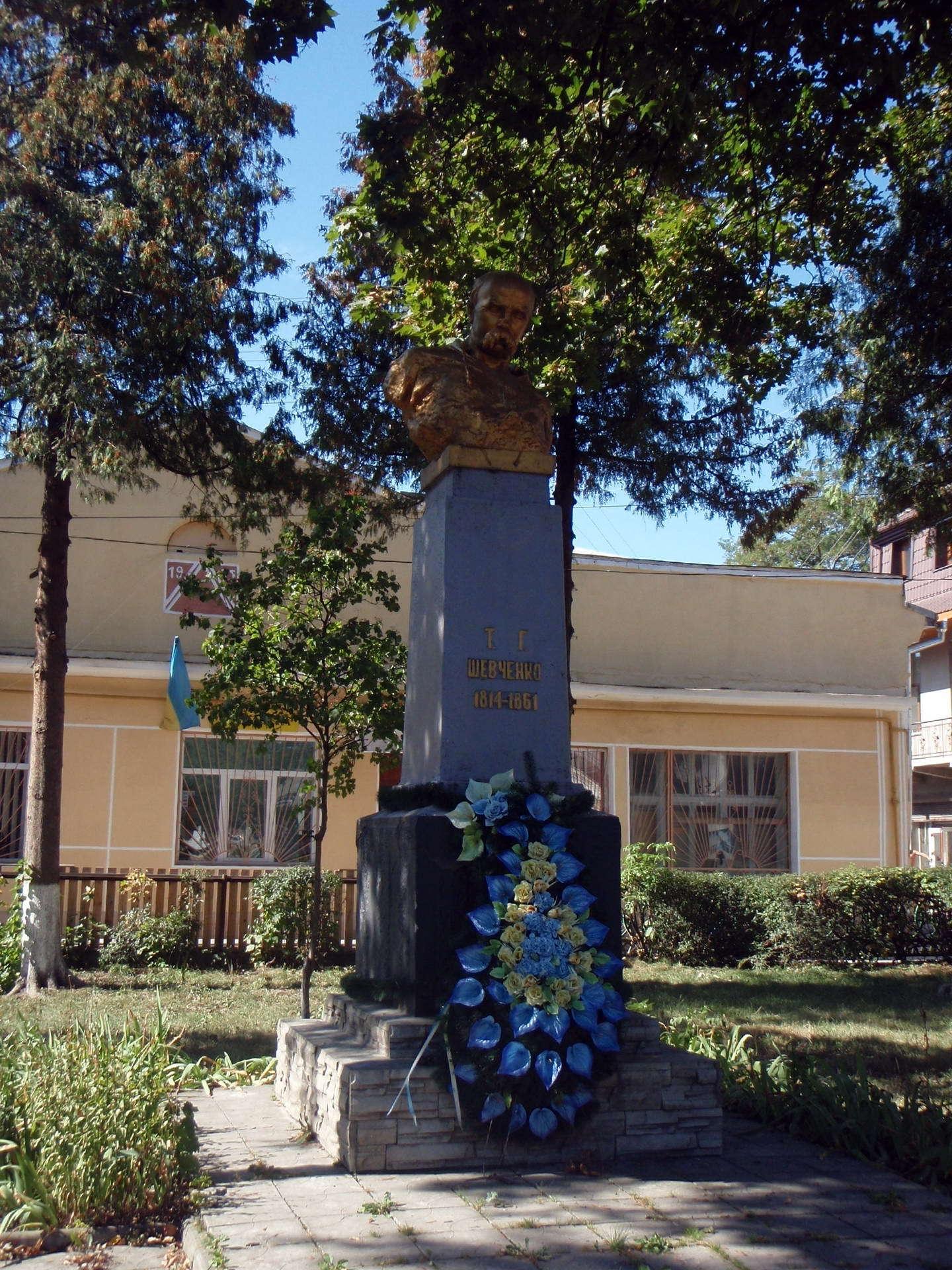 Памятник Т. Шевченко, пгт Куты