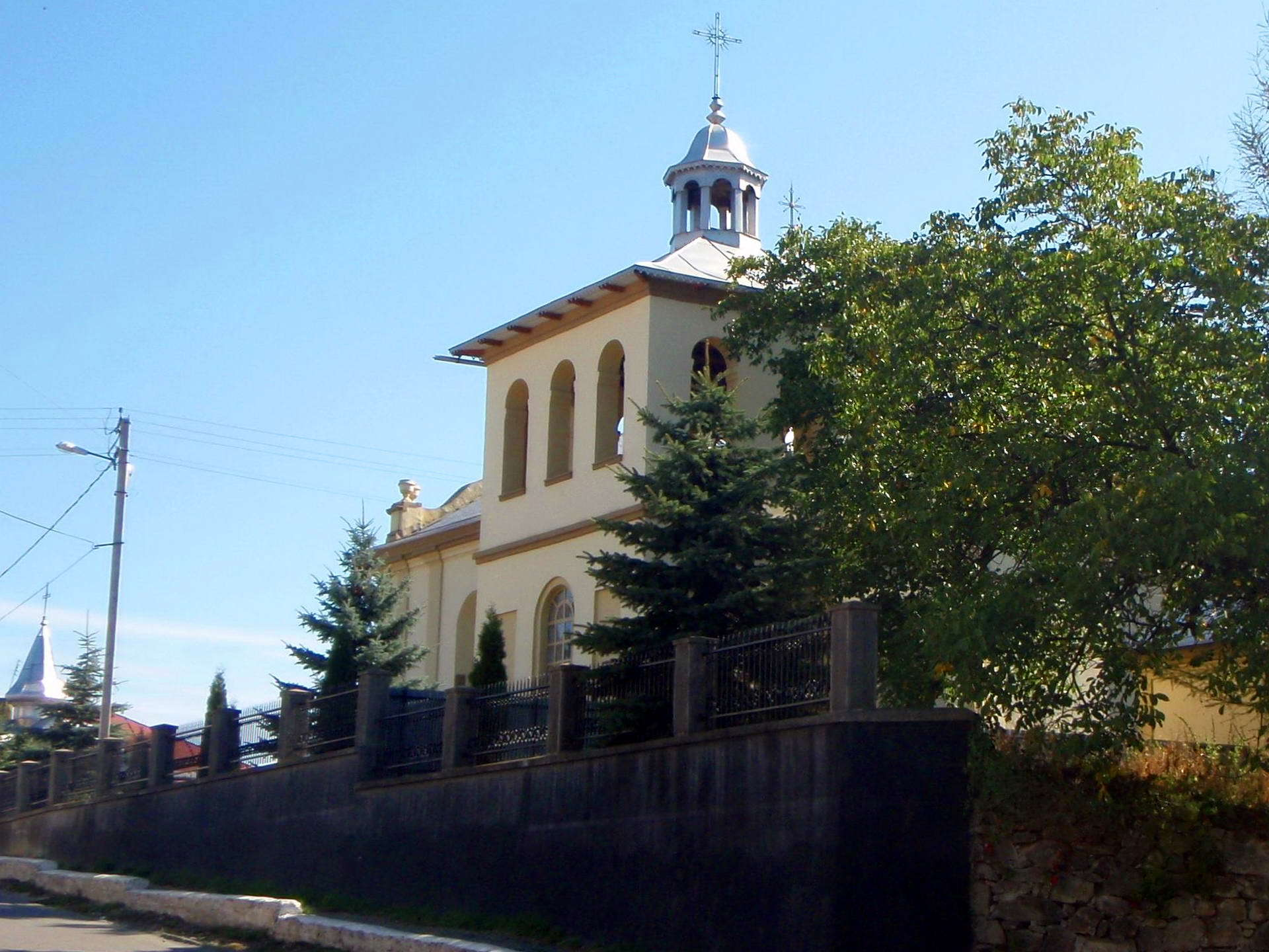 Косівський район, Вірменська церква в Кутах