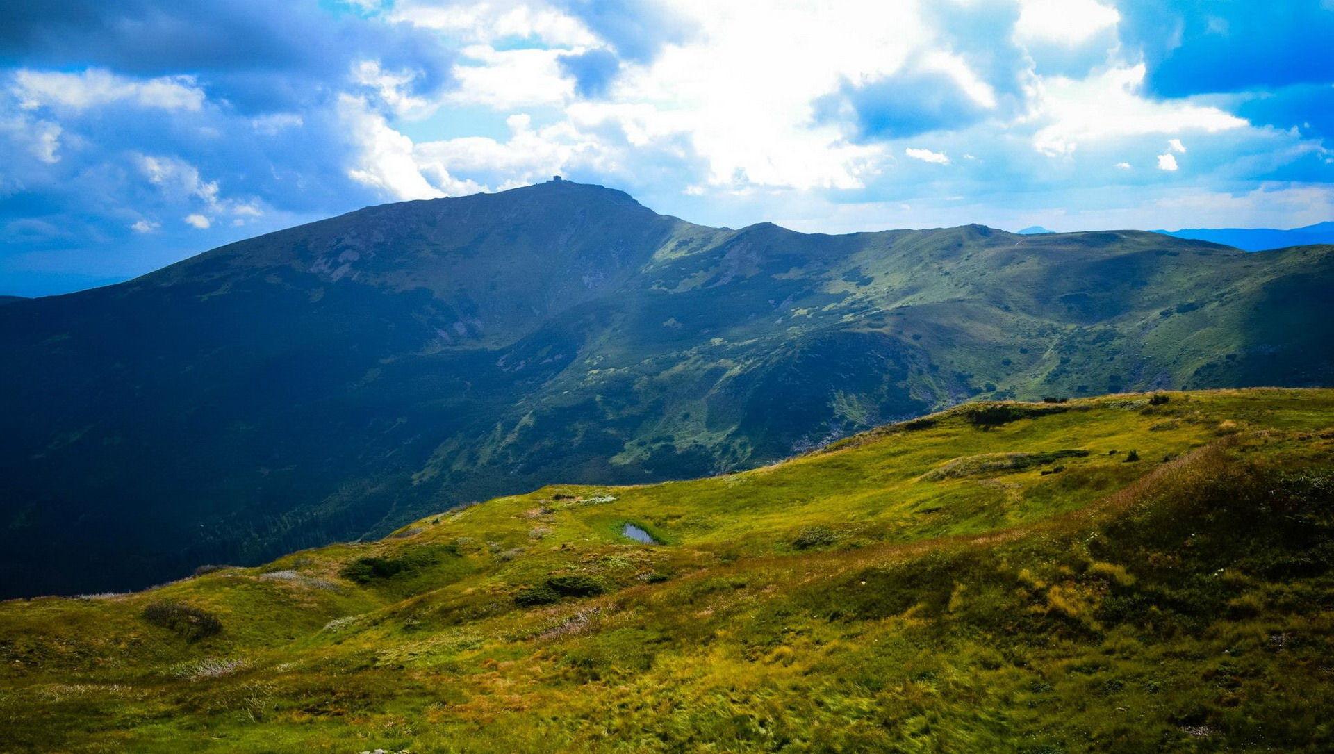 Панорамний вид на гору Піп Іван Чорногірський