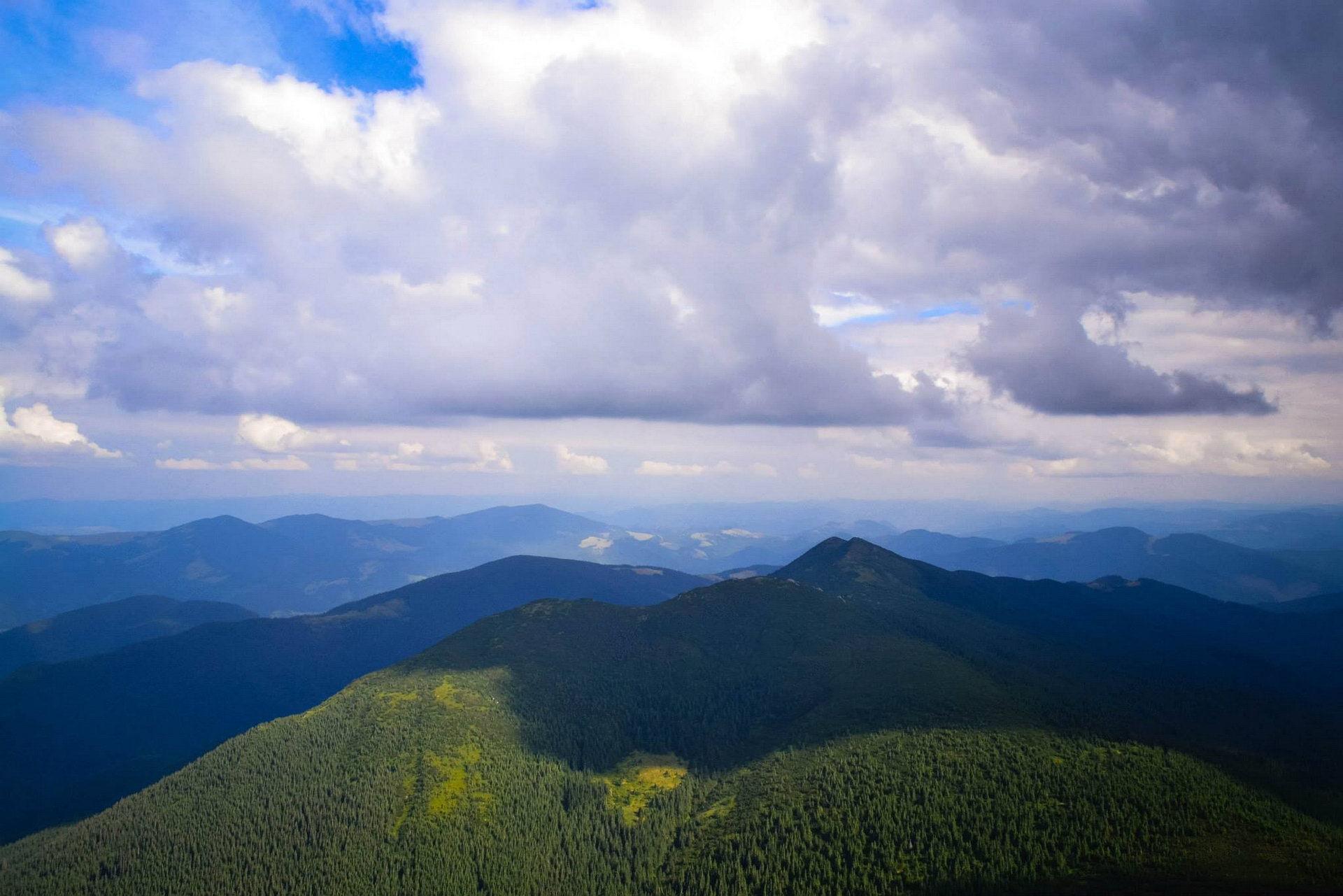 Панорама із Чорногірського хребта