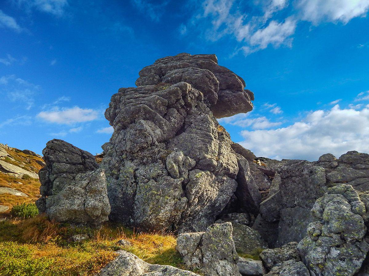 Гора Вухатий Камінь, маршрут Чорногірським хребтом