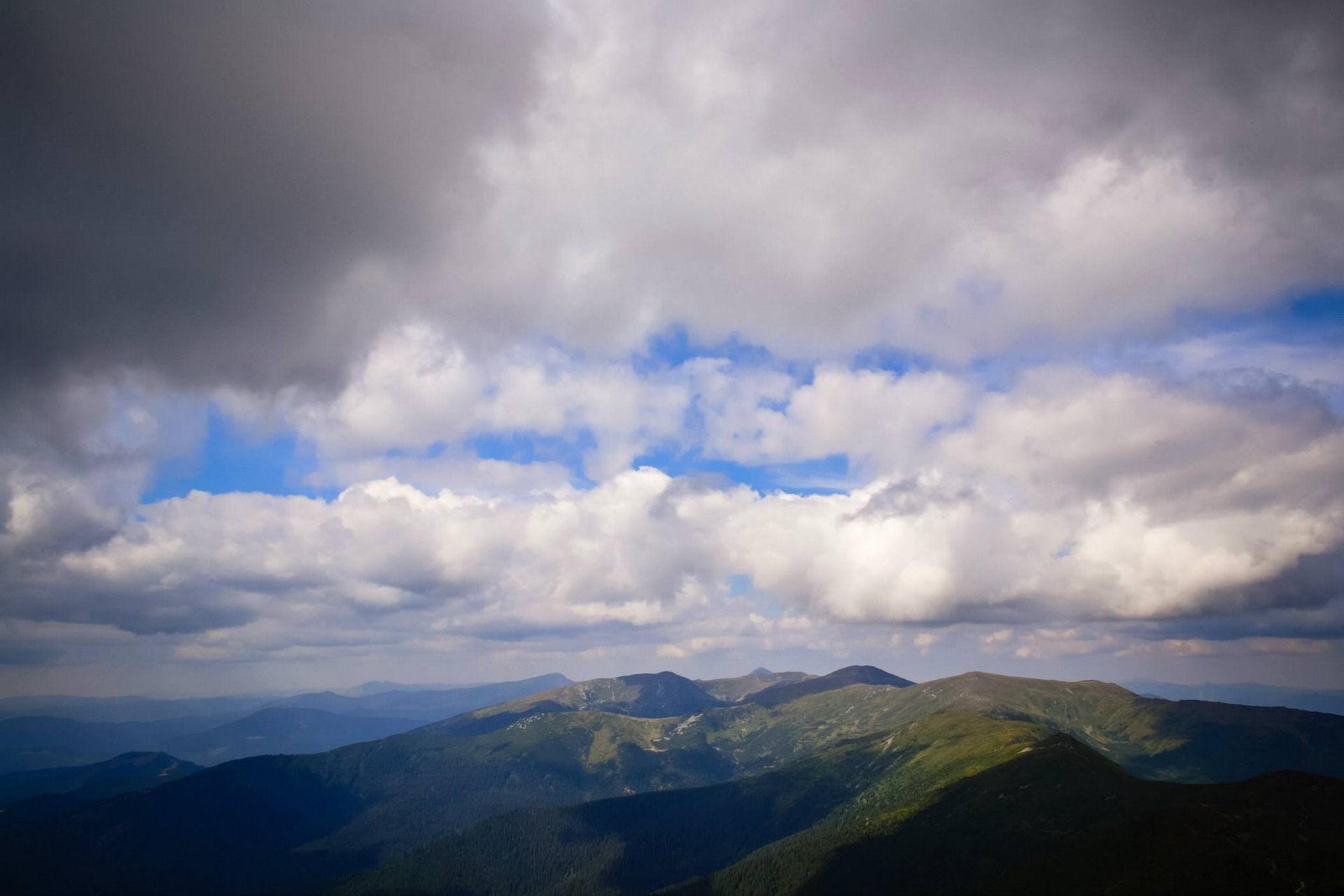 Вид на Говерлу та Петрос, маршрут Чорногорою