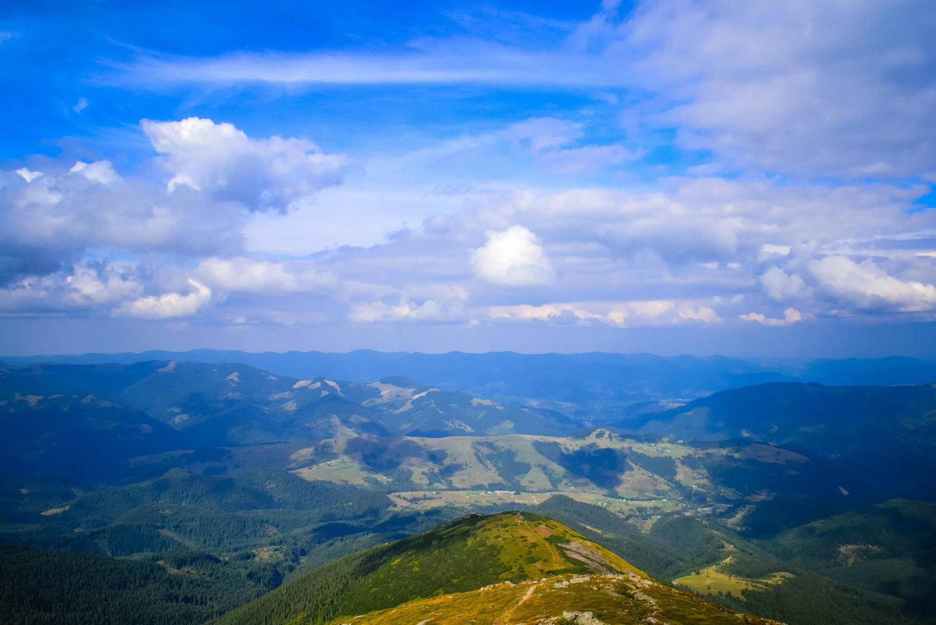 Чудова панорама із Чорногірського хребта