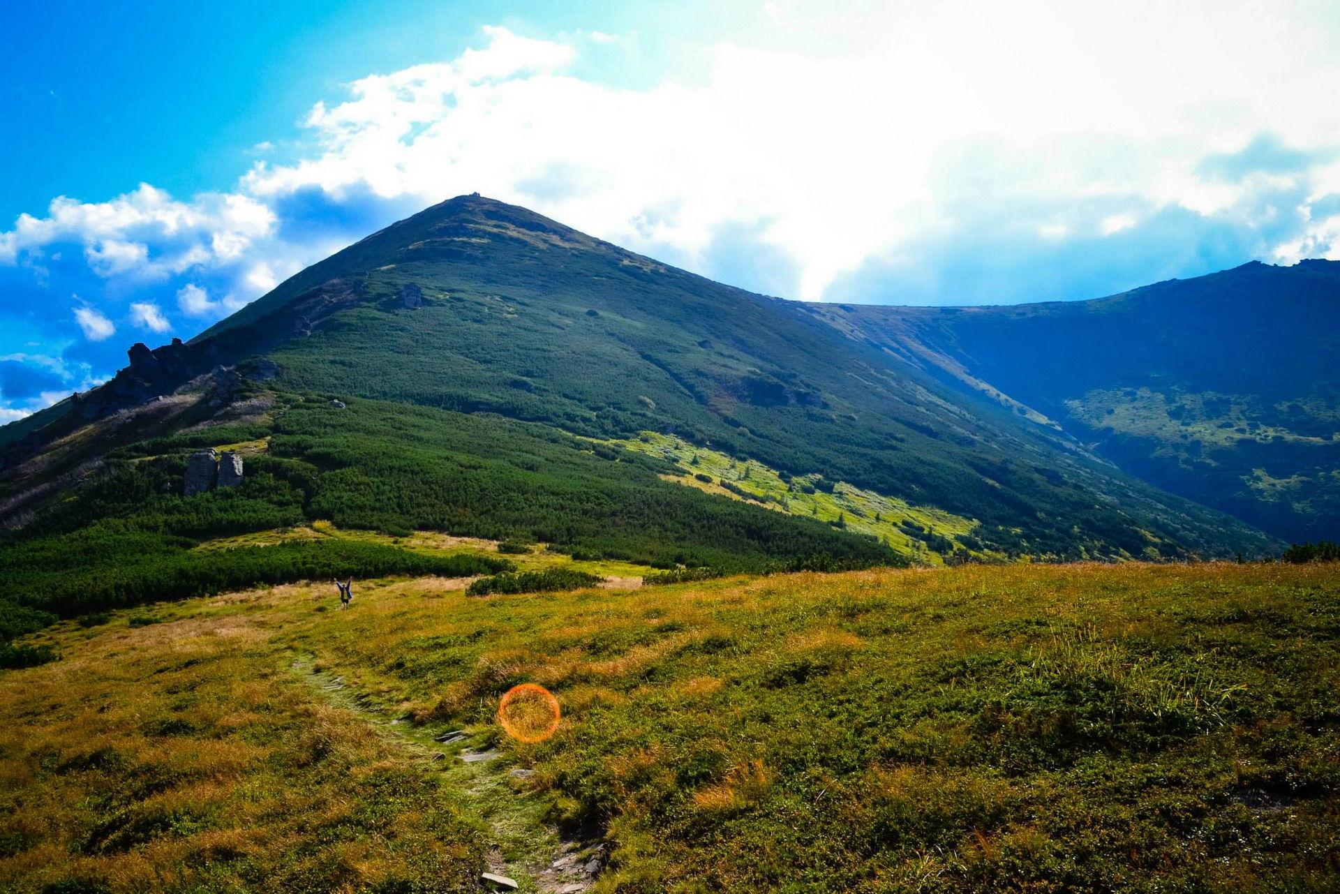 Спуск із гори Піп Іван, маршрут Чорногорою