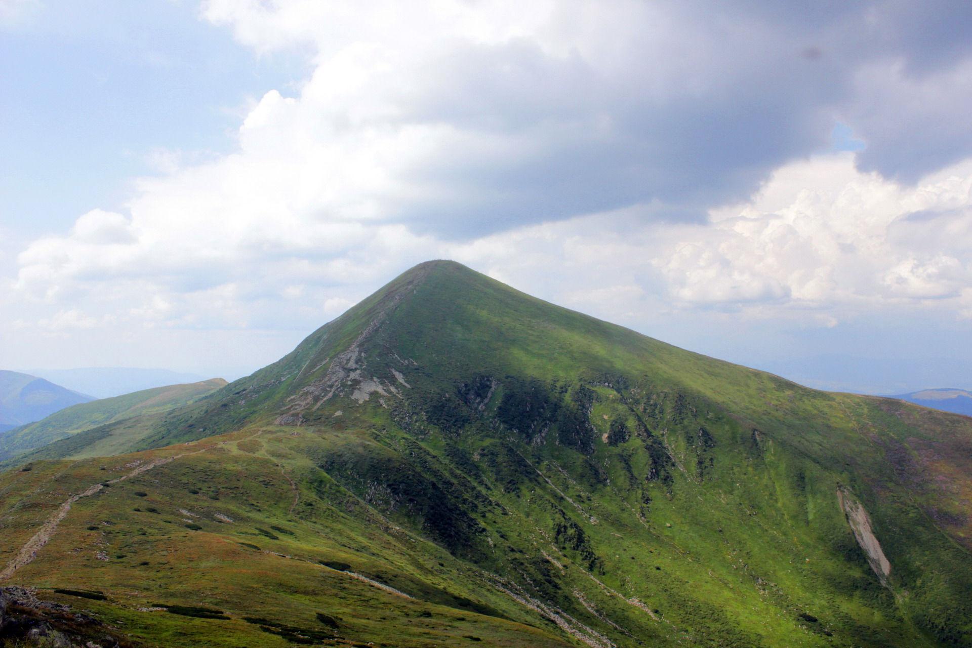 Маршрут Чорногорою, панорама на Говерлу