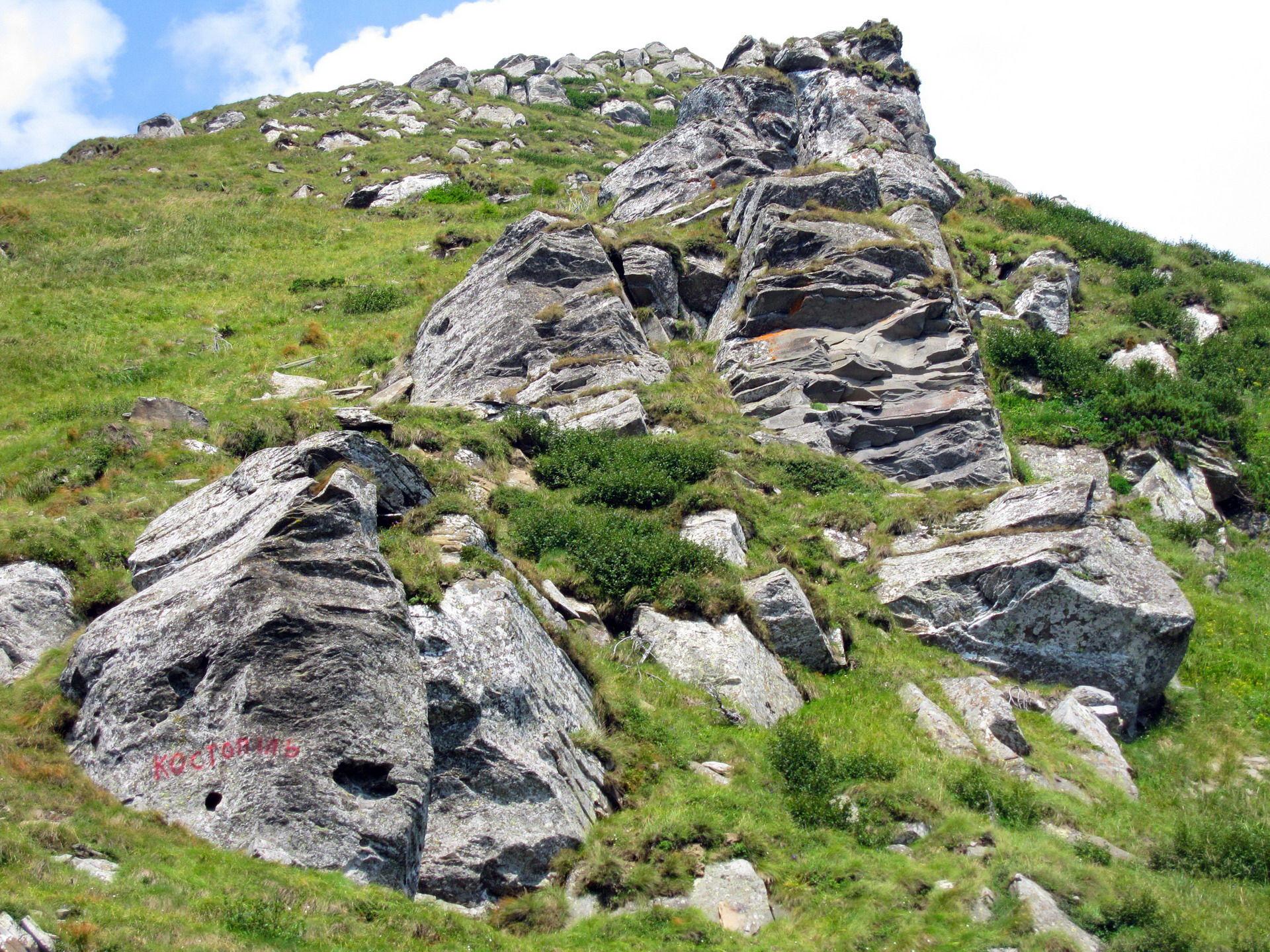 Маршрут Чорногорою, підйом на гору Петрос