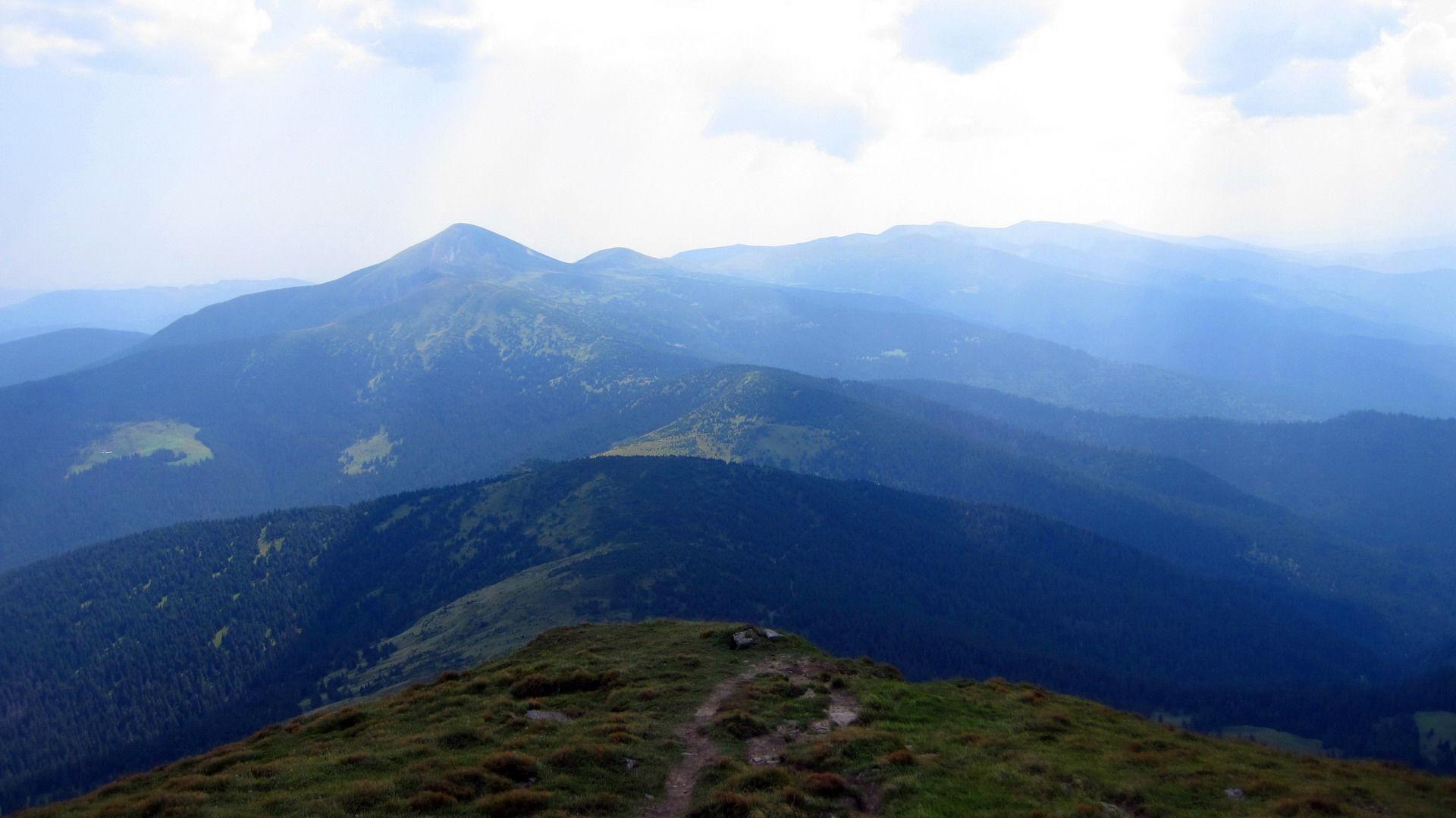 Маршрут Чорногірським хребтом, вид із гори Петрос