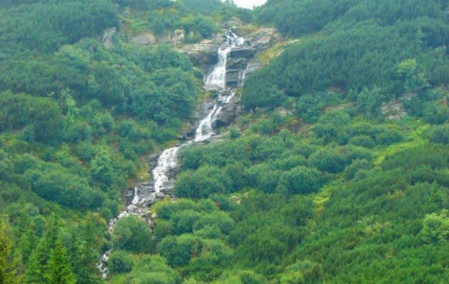 Між Говерлою і Брескул – Прутські водоспади