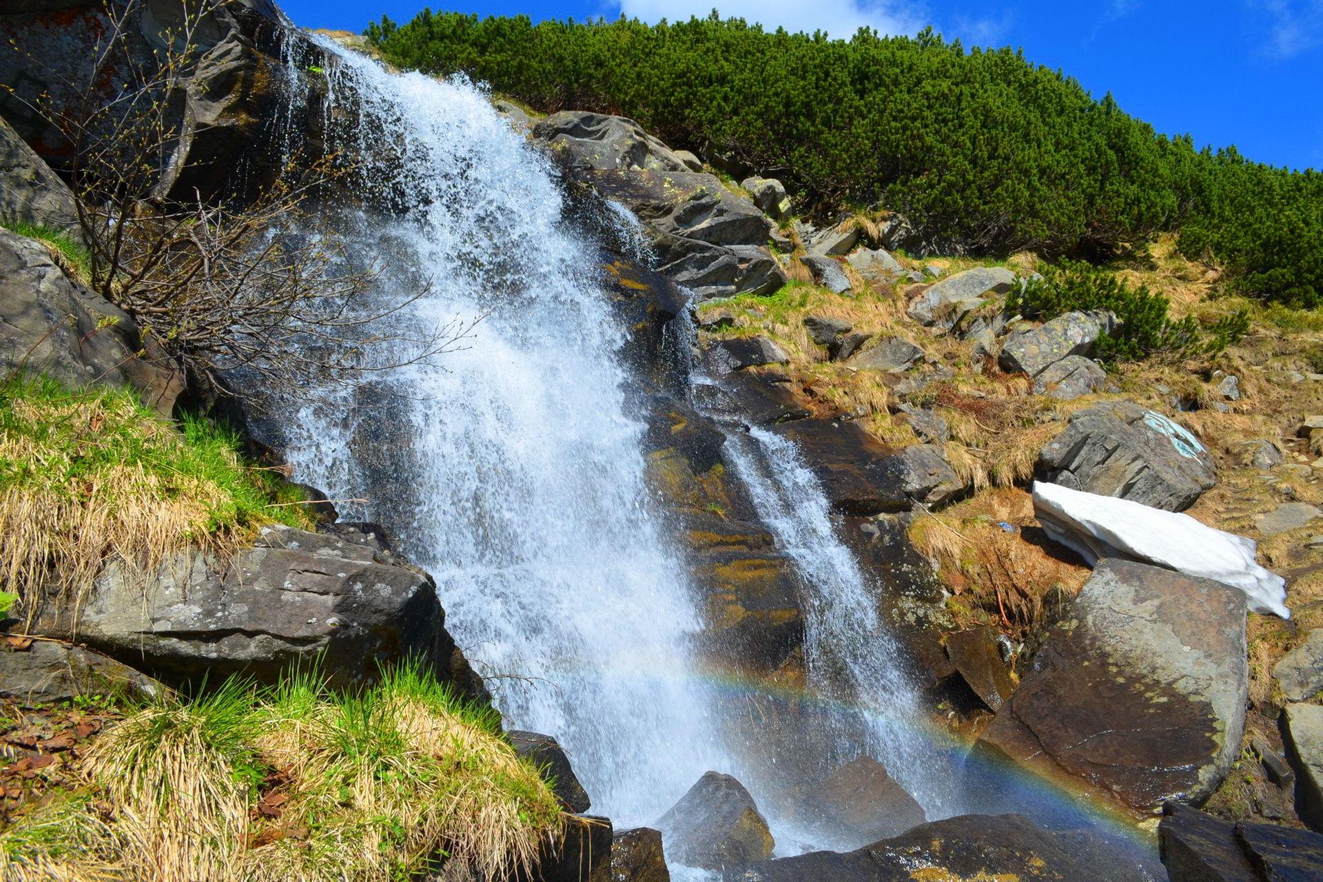 Прутські водоспади в сідловині між вершинами Говерла та Брескул