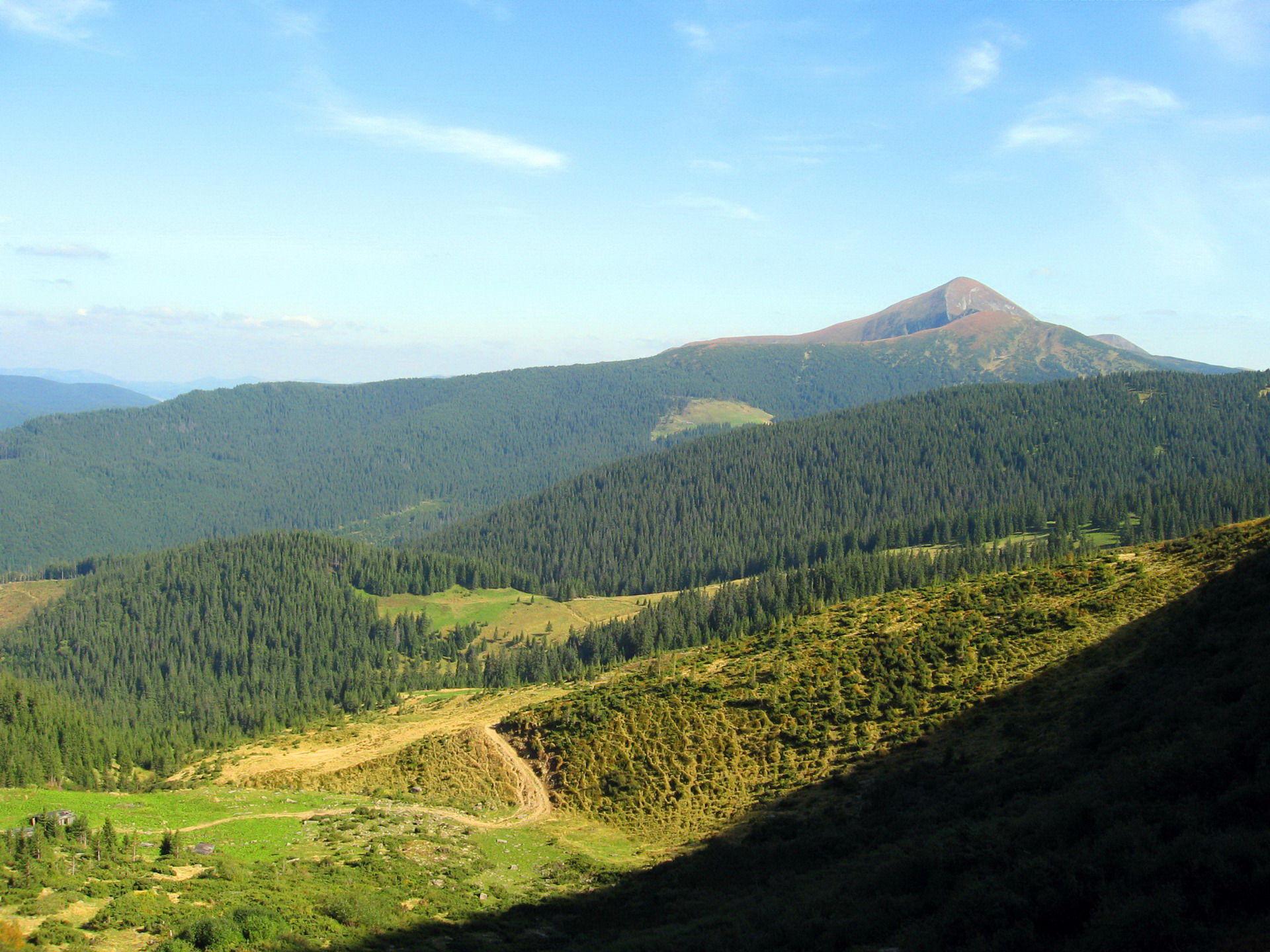 Панорама на Говерлу із схилів Петроса Чорногірського