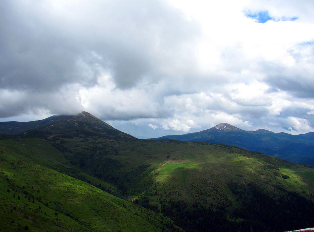 Панорама Петроса із гори Шешул