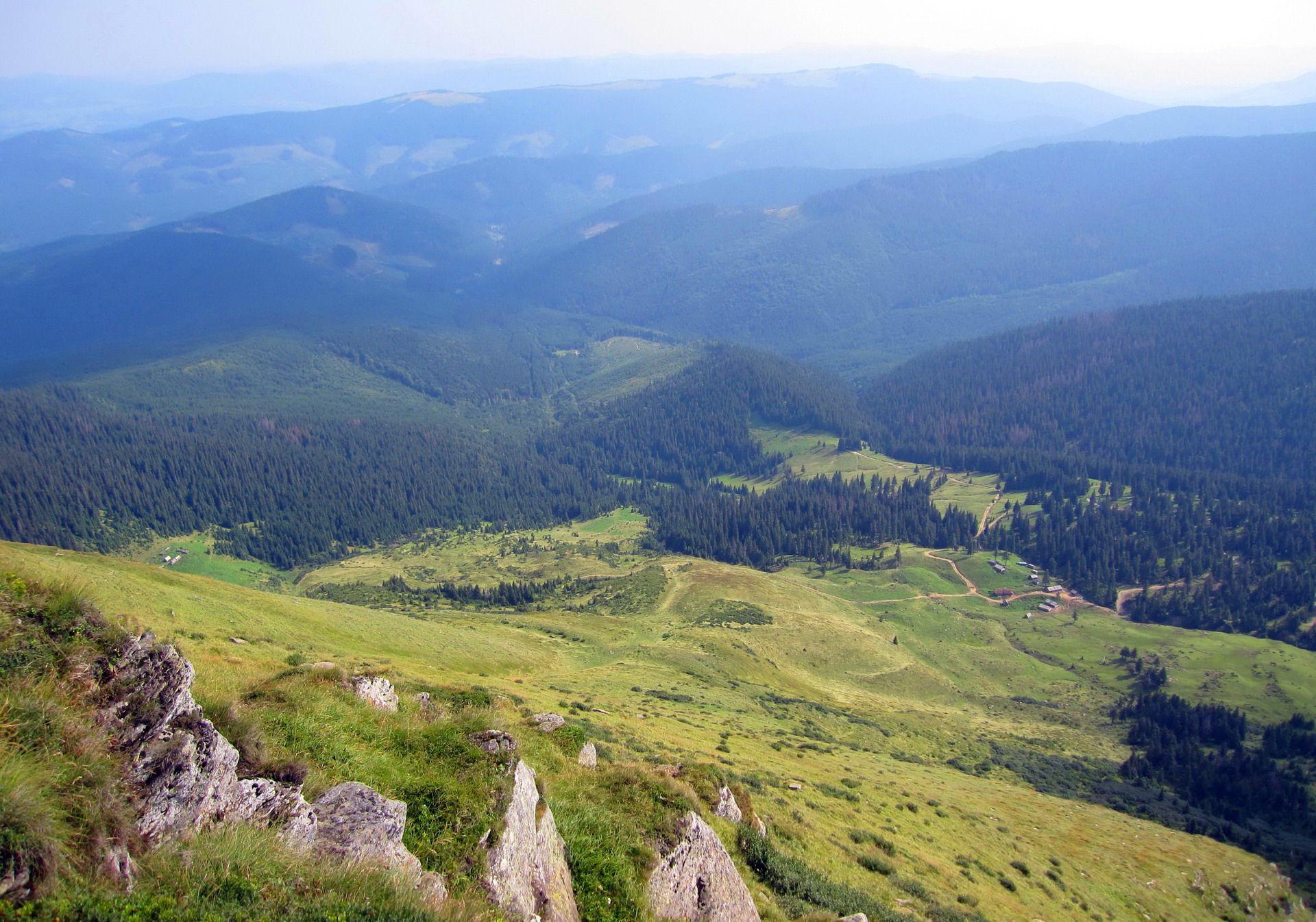 Чудові пейзажі із гори Петрос Чорногірський