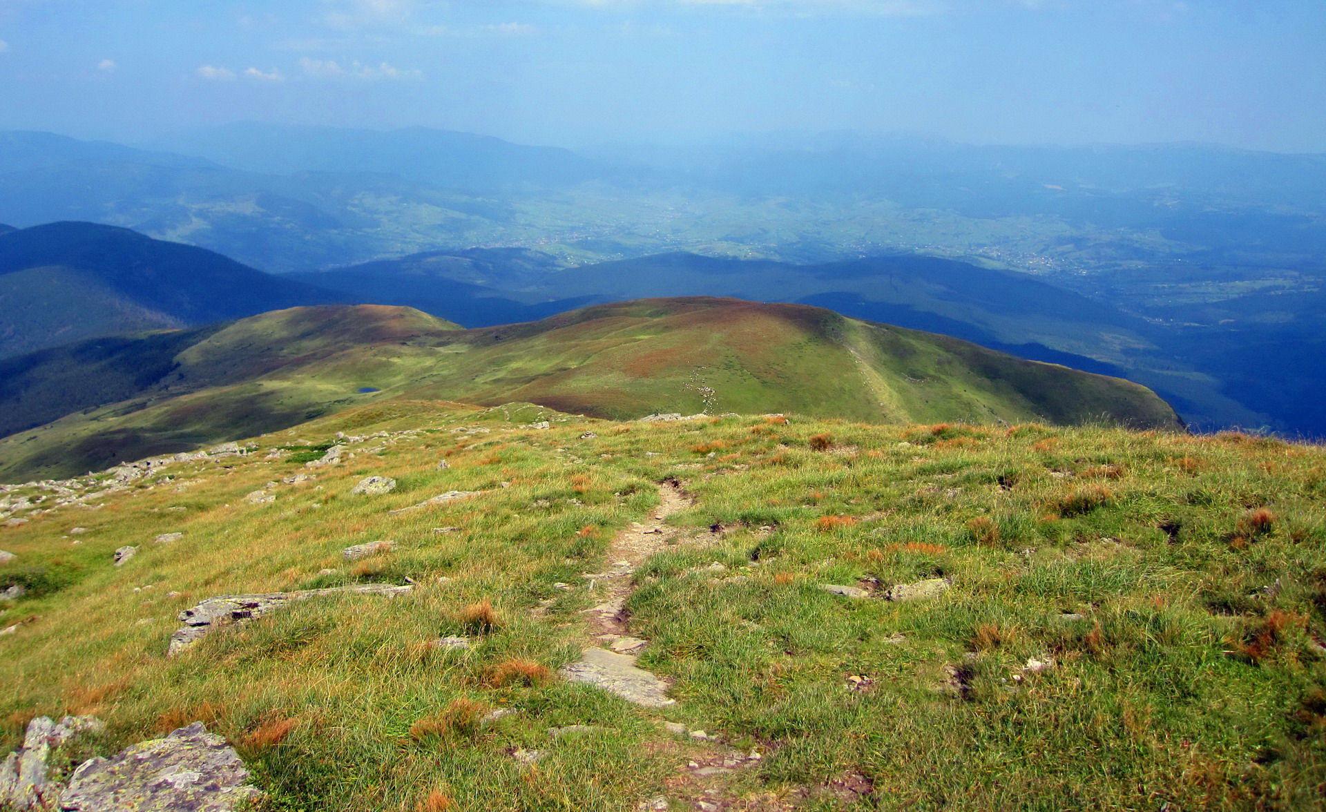 Краєвиди із гори Петрос Чорногірський