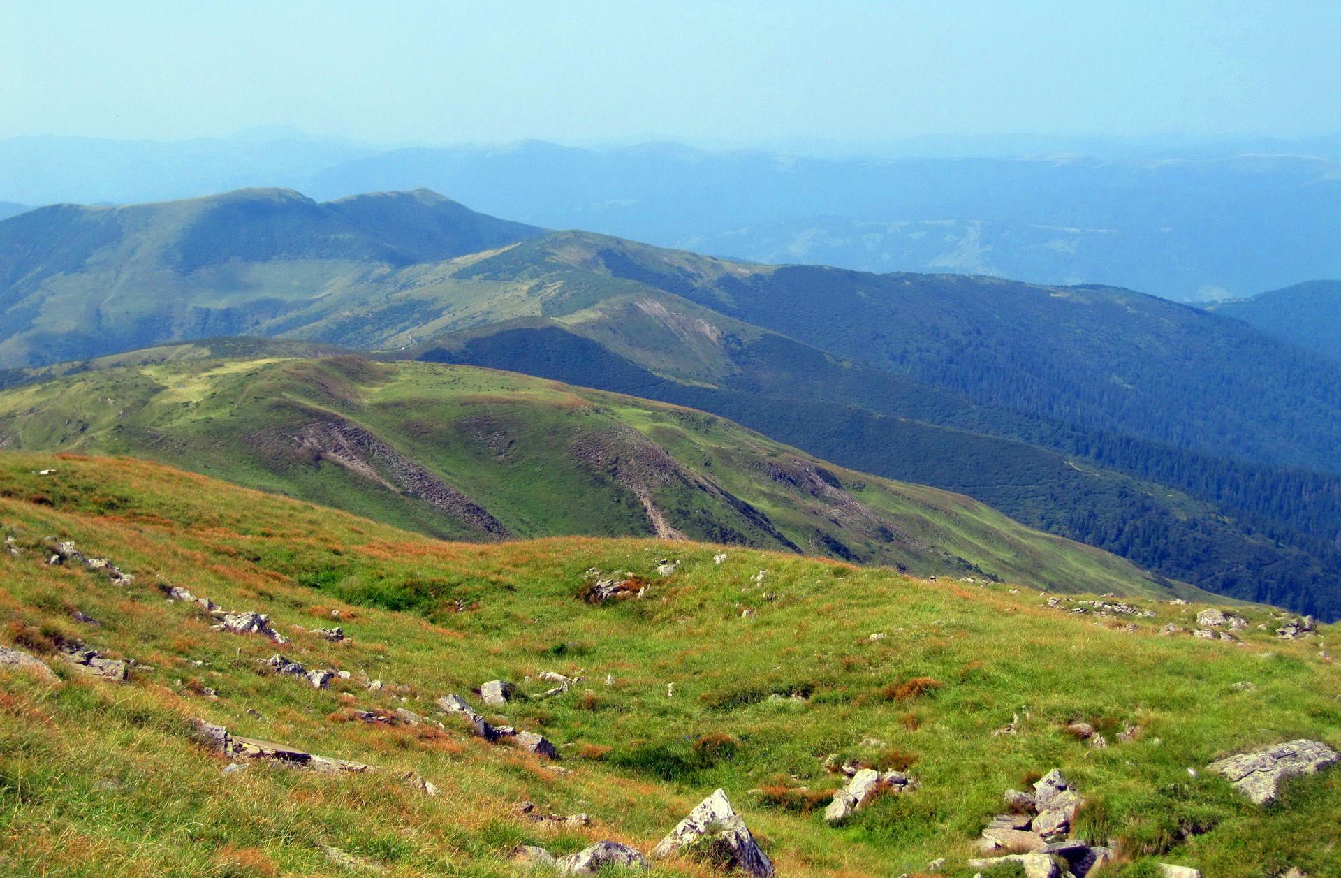 Масив Чорногора, вид із гори Петрос