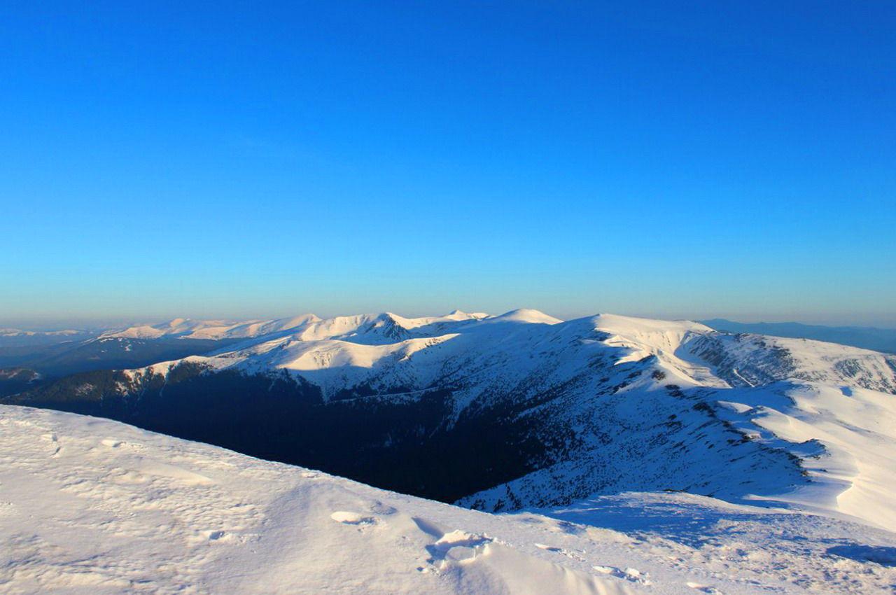 Зимова панорама із гори Піп Іван Чорногірський