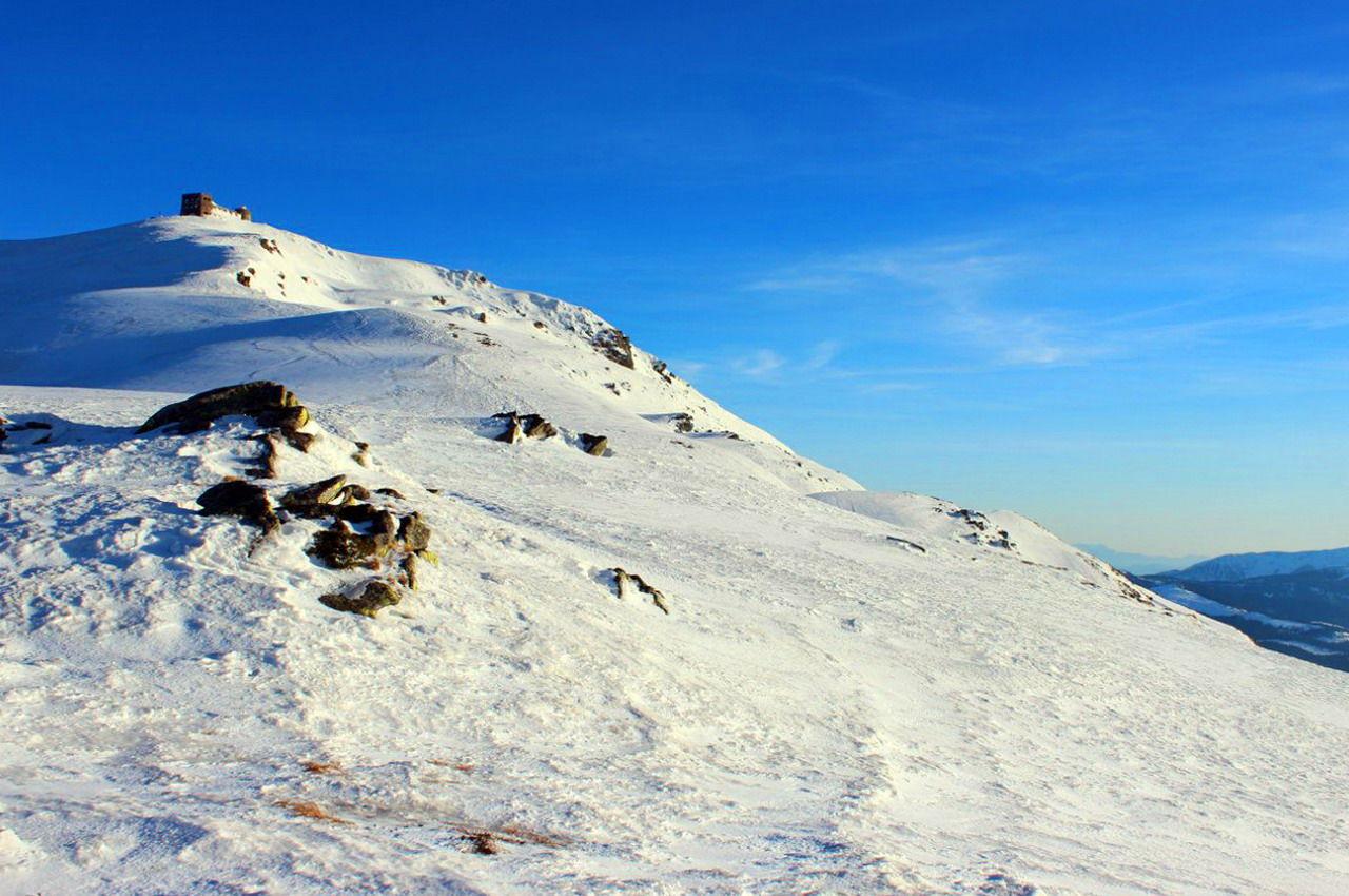 Зимова панорама гори Піп Іван Чорногірський