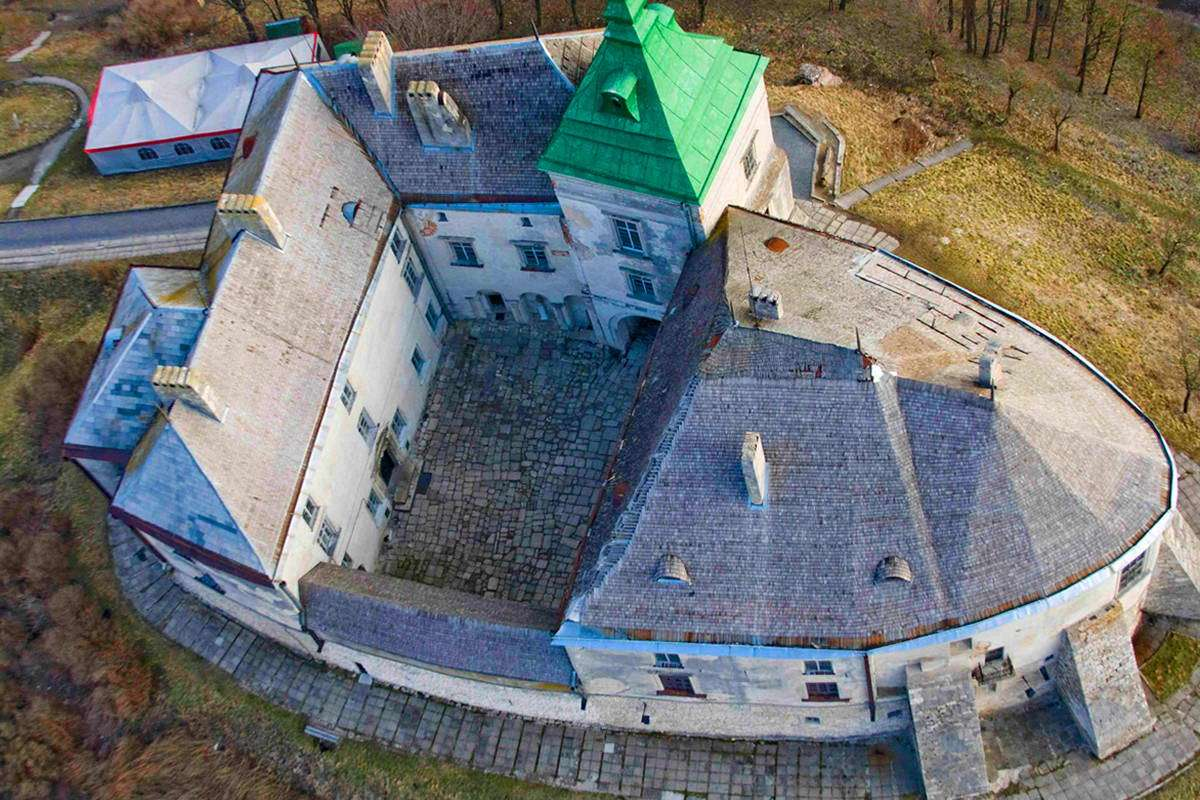 Вид Олеського замку зверху
