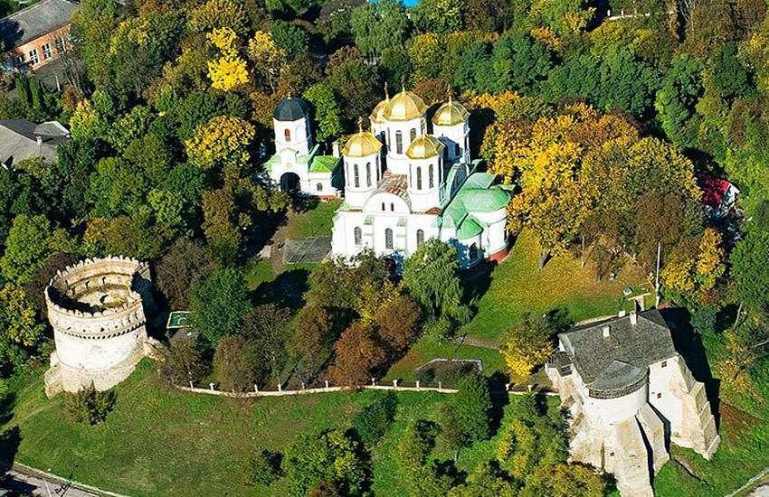 Вид на Острозький замок з висоти