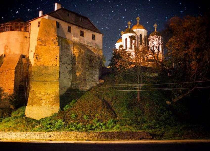 Острозький замок, нічна панорама