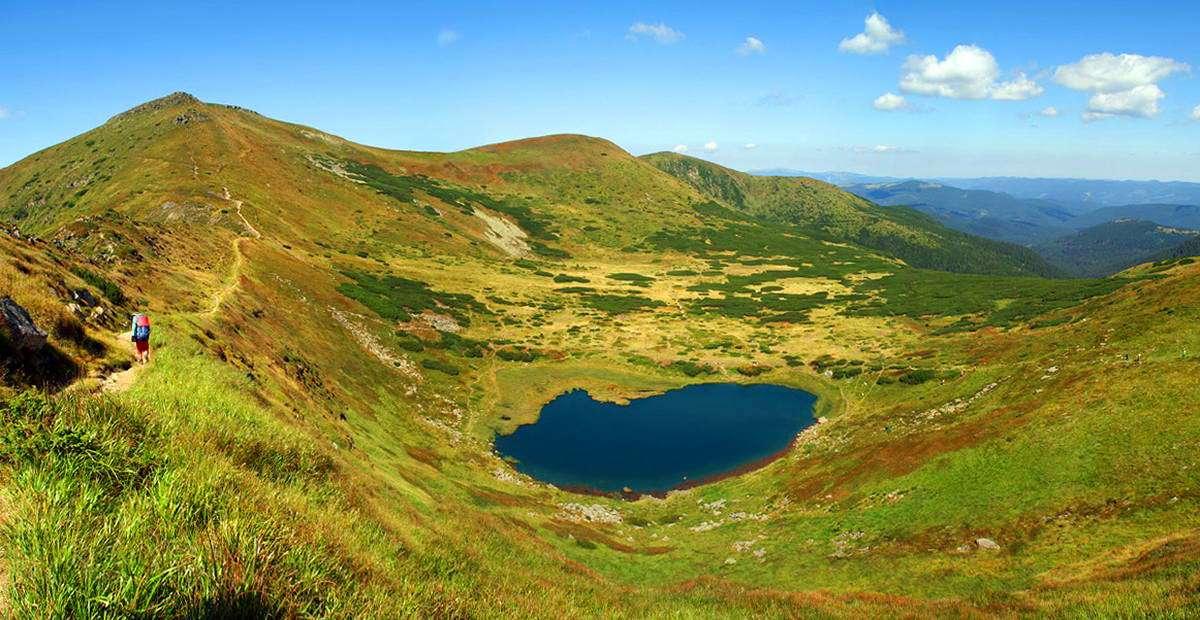Озеро Несамовите на схилі г. Туркул