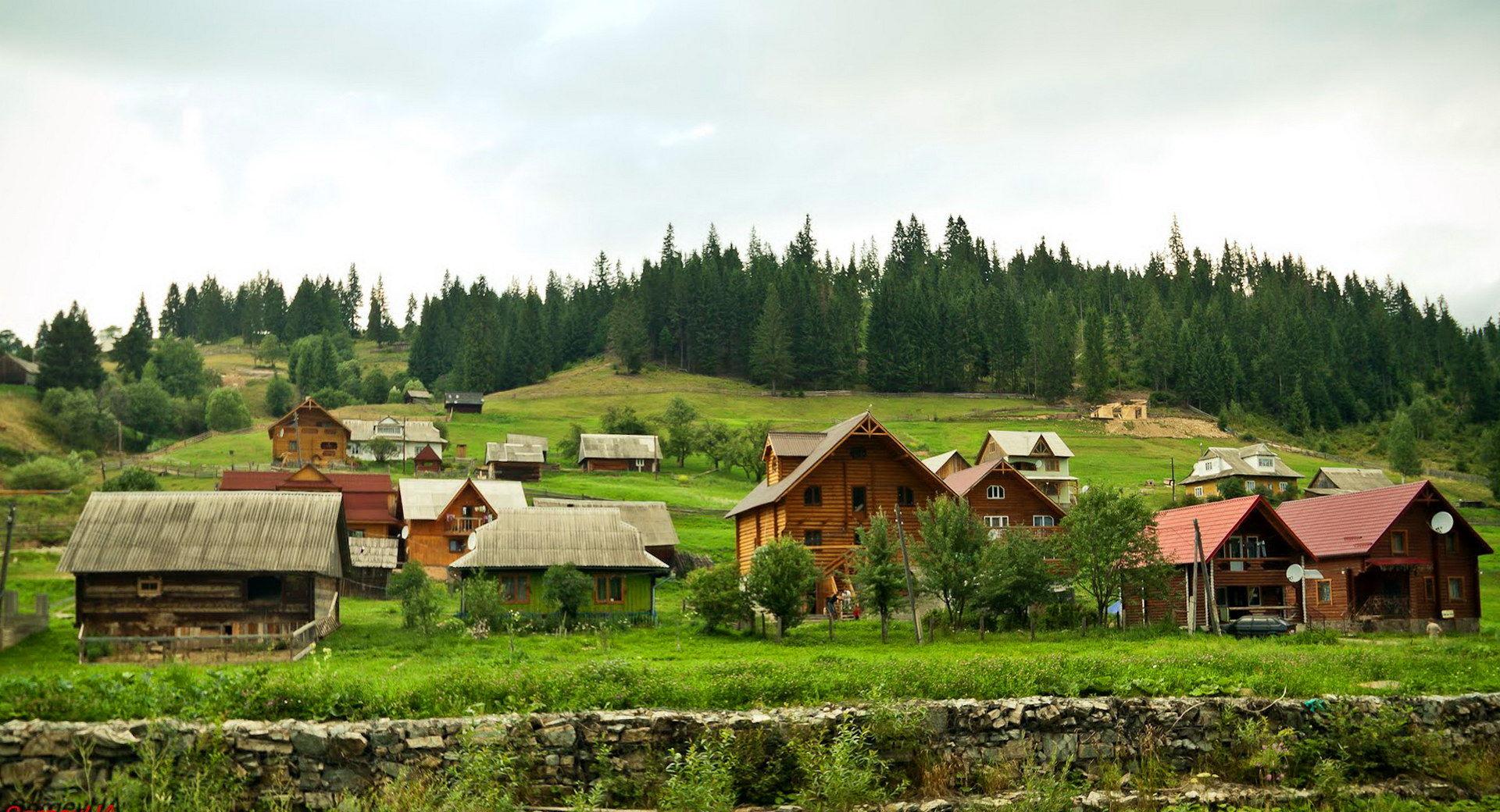 Село Поляниця, неподалік від ГК Буковель