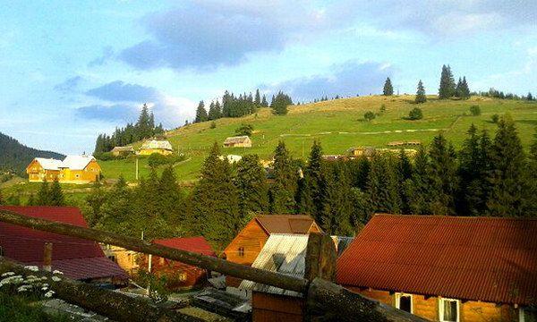 Село Поляниця в Карпатах
