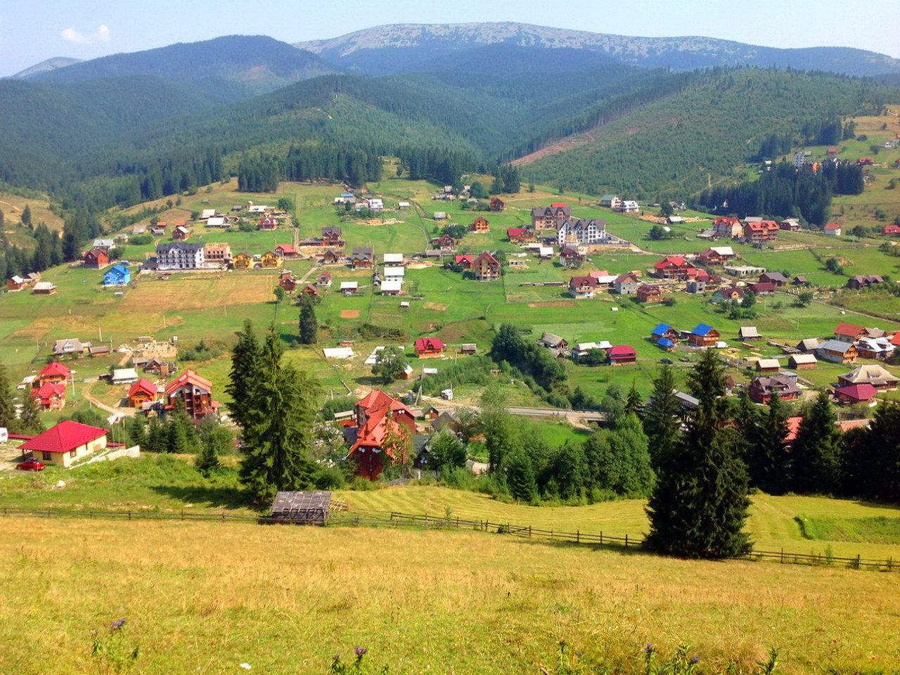 Поляниця - гірське село в Карпатах