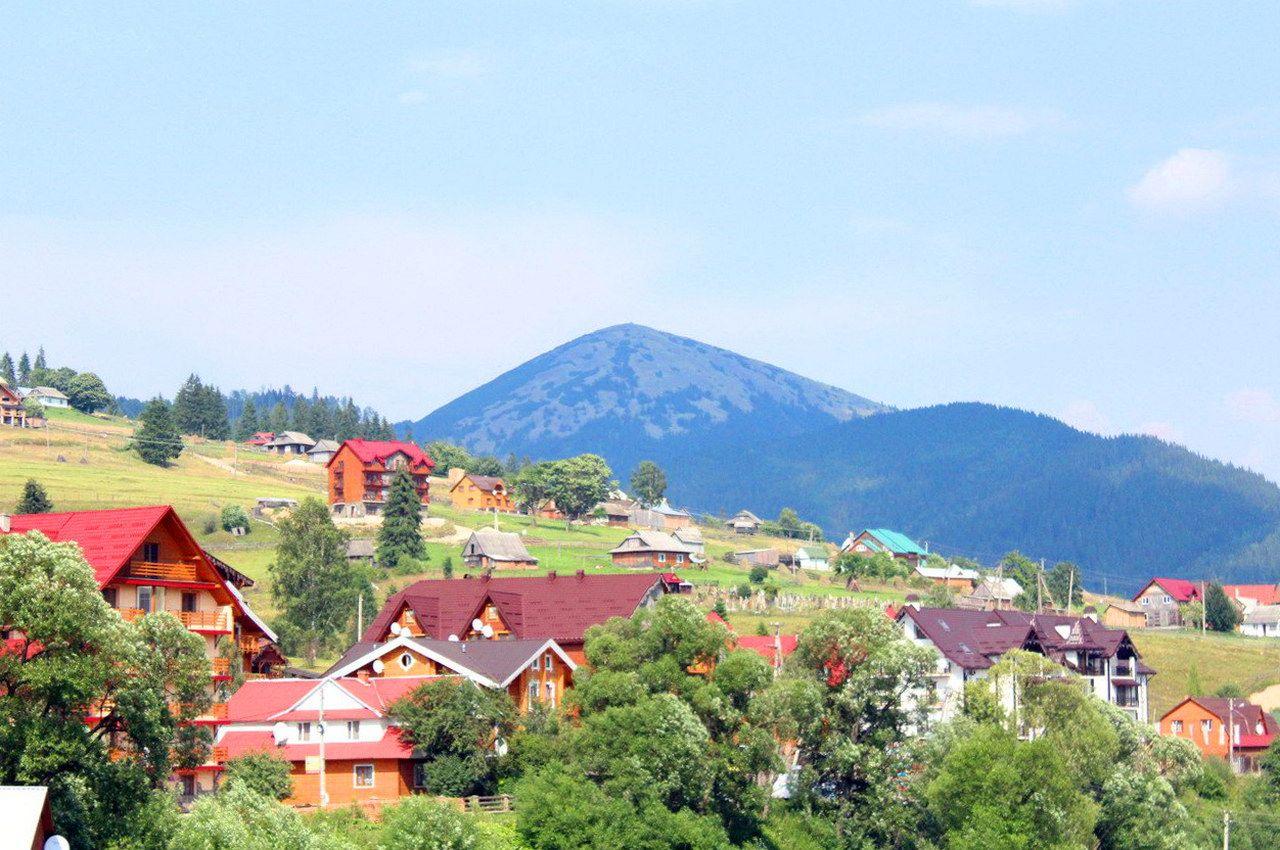 Гірське село в Карпатах - Поляниця